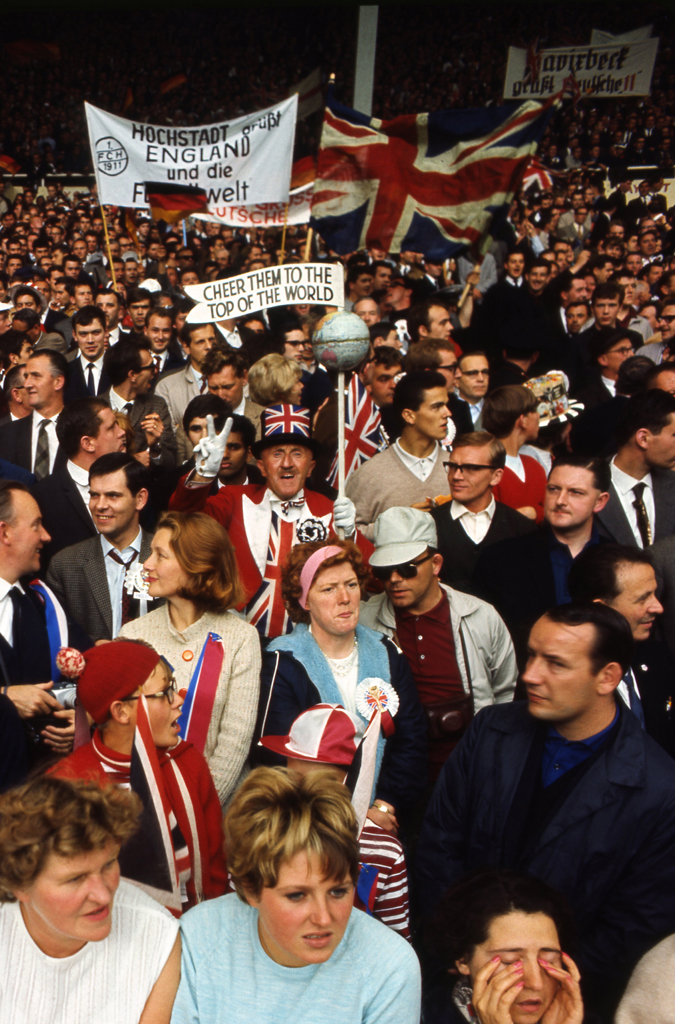 Not published in LIFE. Fans, World Cup, England, July 1966.