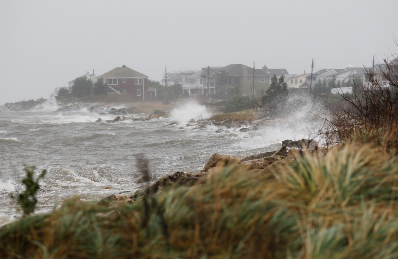 on October 28, 2012 in Long Beach, New York. Hurricane Sandy, which threatens 50 million people in the eastern third of the U.S., is expected to bring days of rain, high winds and possibly heavy snow. (Photo by Mike Stobe/Getty Images)