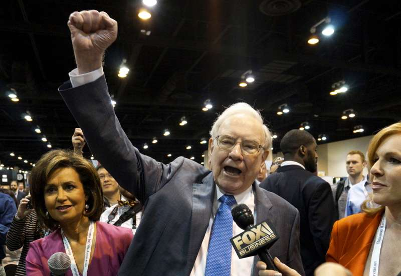 Berkshire Hathaway CEO Warren Buffett at the Berkshire annual meeting in Omaha, Nebraska May 2, 2015.