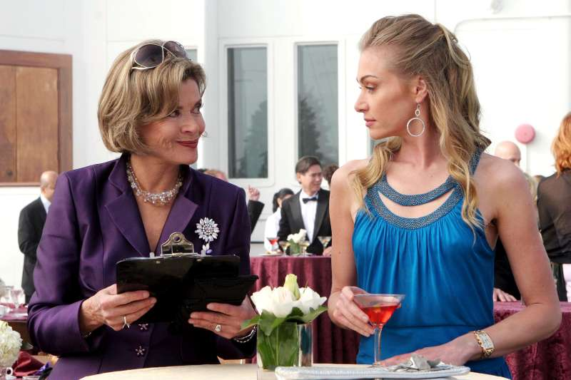 Scene from Arrested Development with Jessica Walter and Portia de Rossi