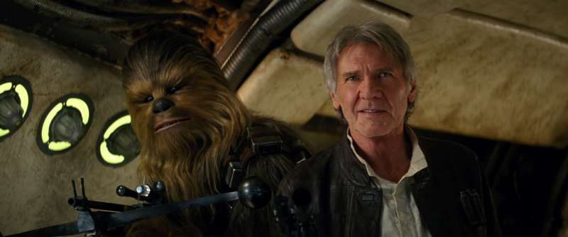 Peter Mayhew (as Chewbacca) and Harrison Ford in Star Wars: Episode VII - The Force Awakens (2015)