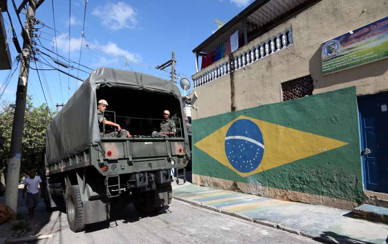 Soldiers of the Brazilian Army begin work to prevent the mosquito Aedes aegypti, which transmits Zika.