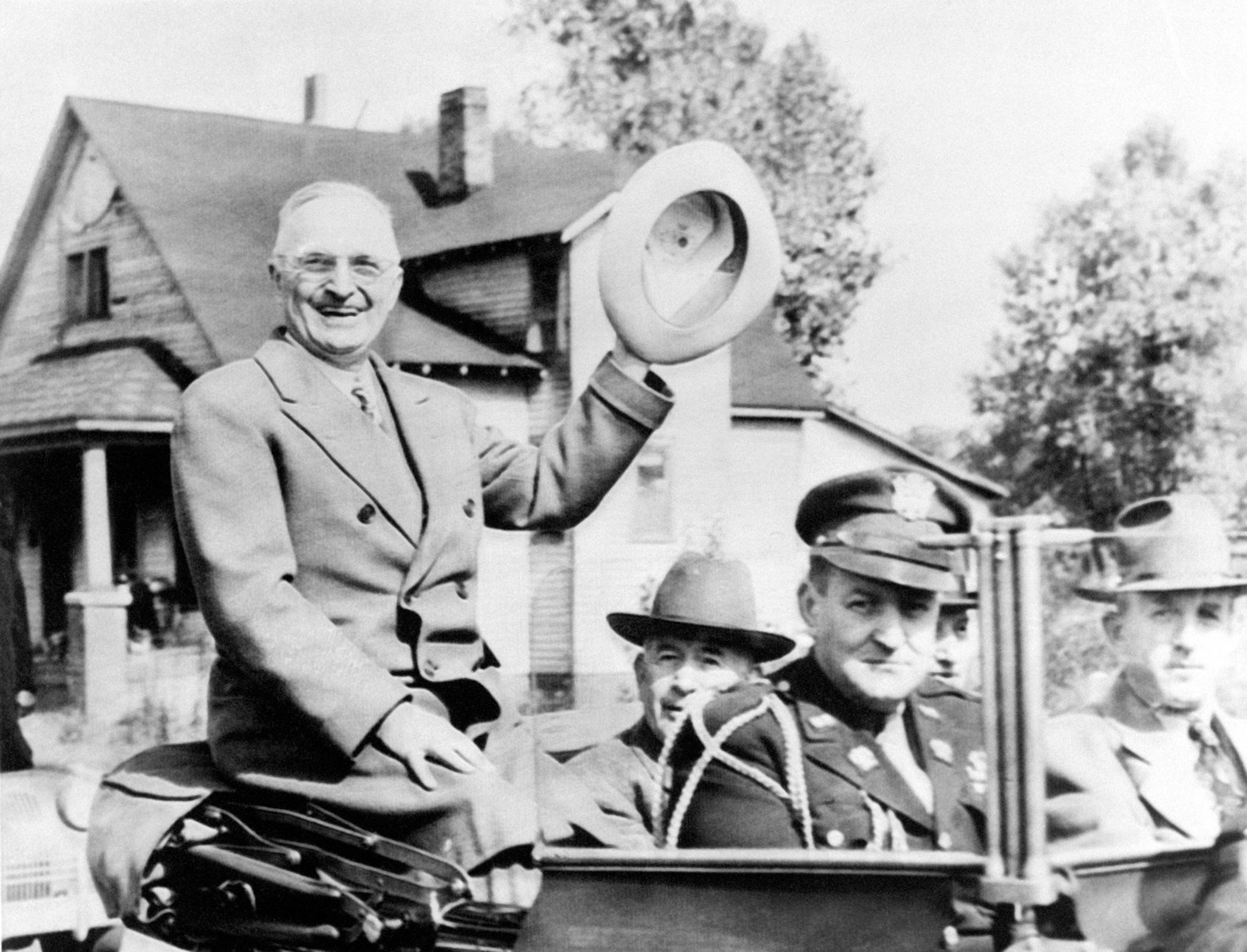 Le President Harry Truman se rendant l'inauguration d'un barrage dans le Tennessee, aux Etats-Unis en 1945.