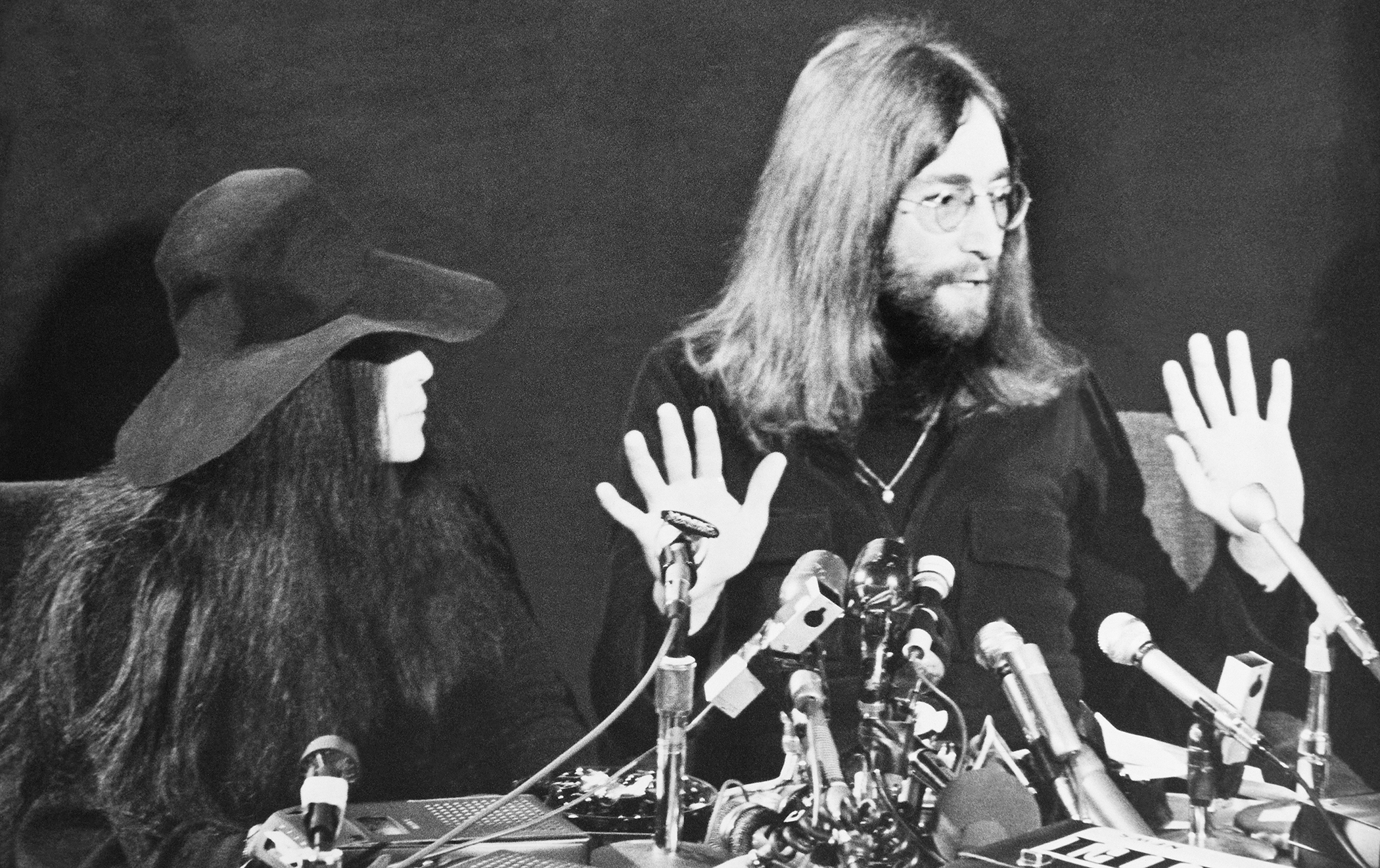 Portrait Of John Lennon And Yoko Ono During A Press Conference For Peace Persuasion At Toronto In Canada On December 1969.