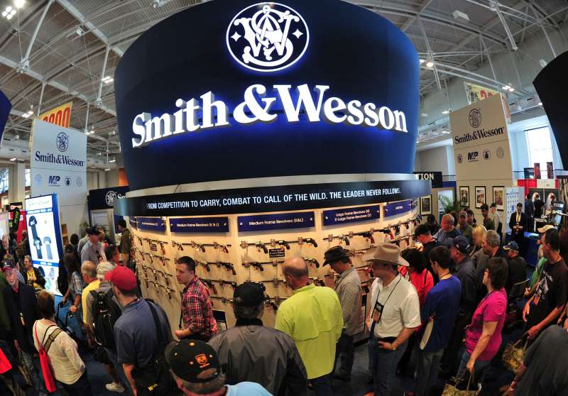 Convention goers look at weapons at the Smith and Wesson booth April 11, 2015 at the 2015 NRA Annual Convention in Nashville, Tennessee.