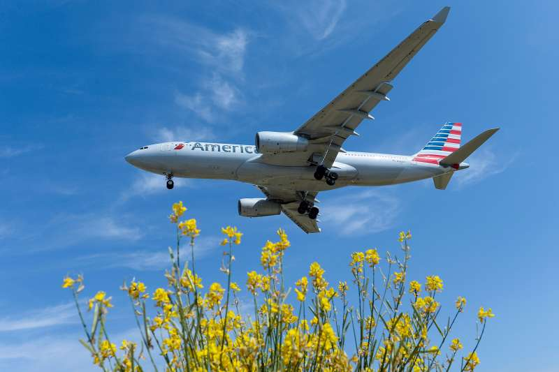 An airplane of the US airline American Airlines prepares to land at Barcelona's airport in El Prat de Llobregat on June 6, 2016.