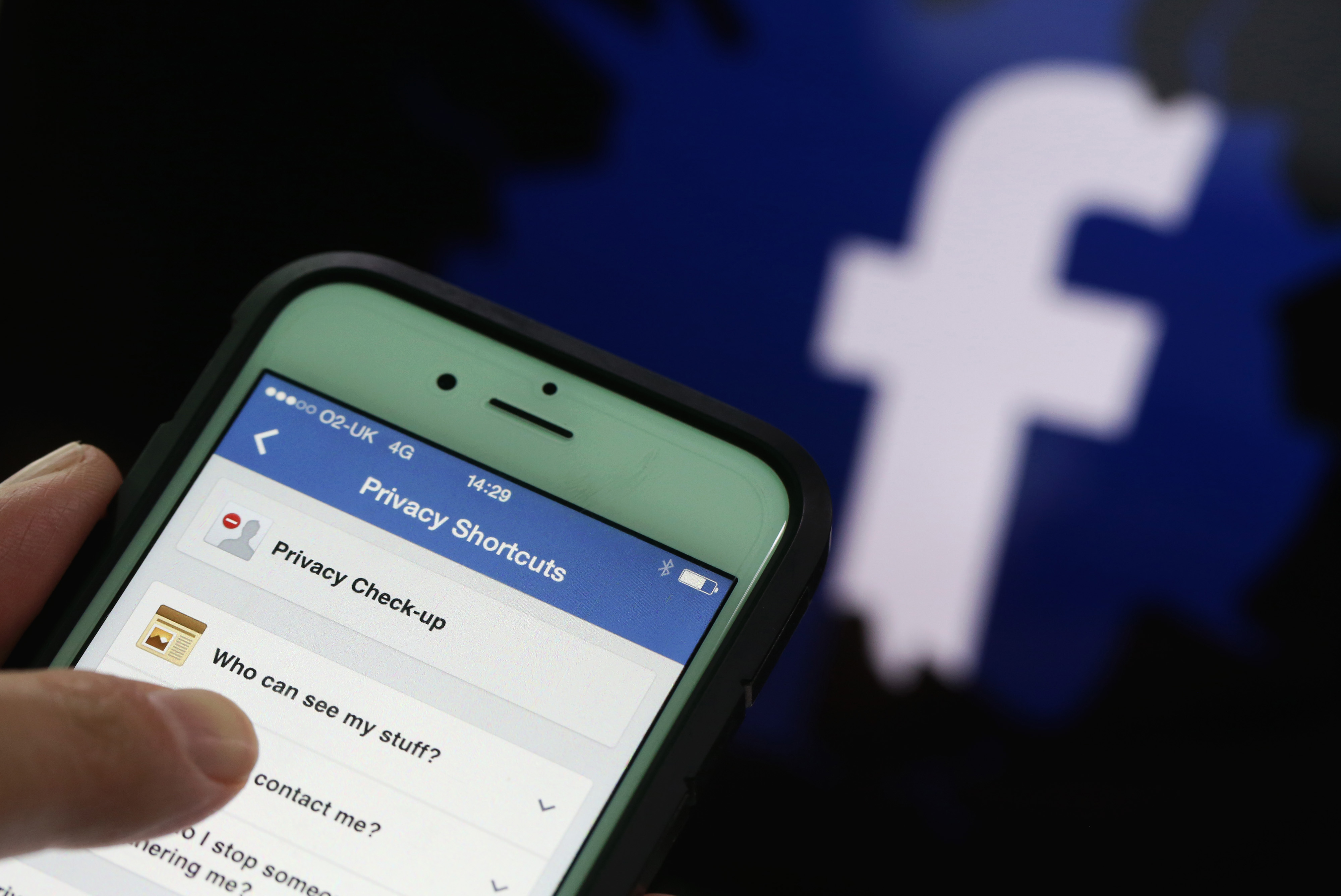 Facebook's Location-Based Friend Suggestions Raise Concerns | Money