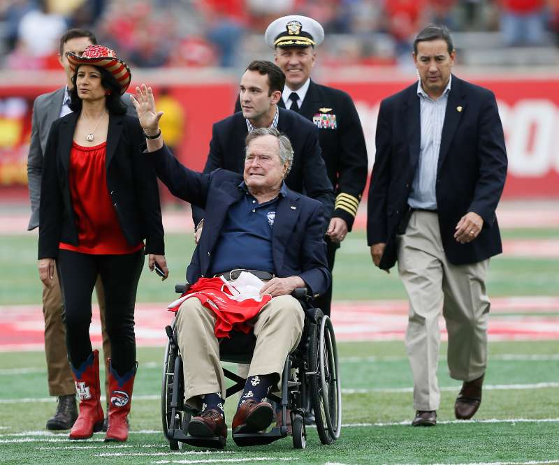Unicversity of Houston President Renu Khator with George H.W. Bush, who earned way less than her.