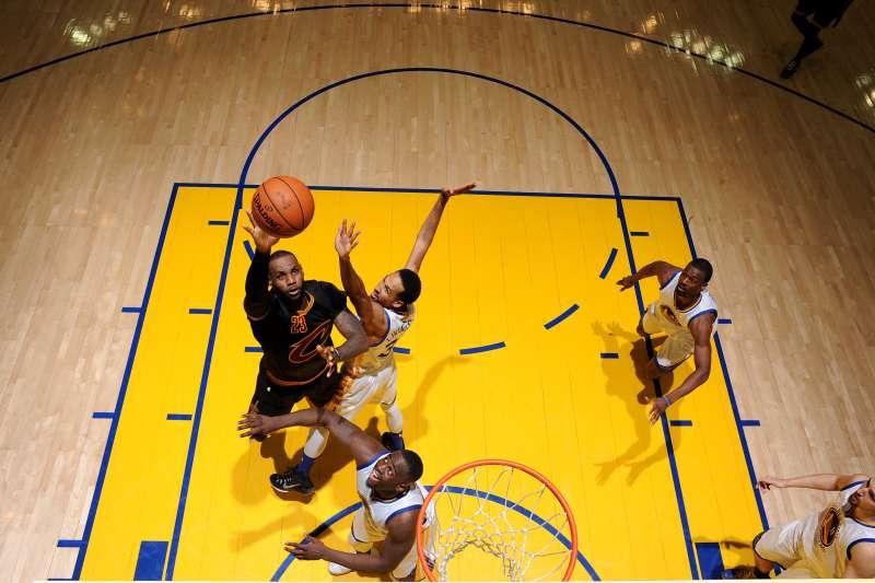 Twitter will stream NBA programming.
