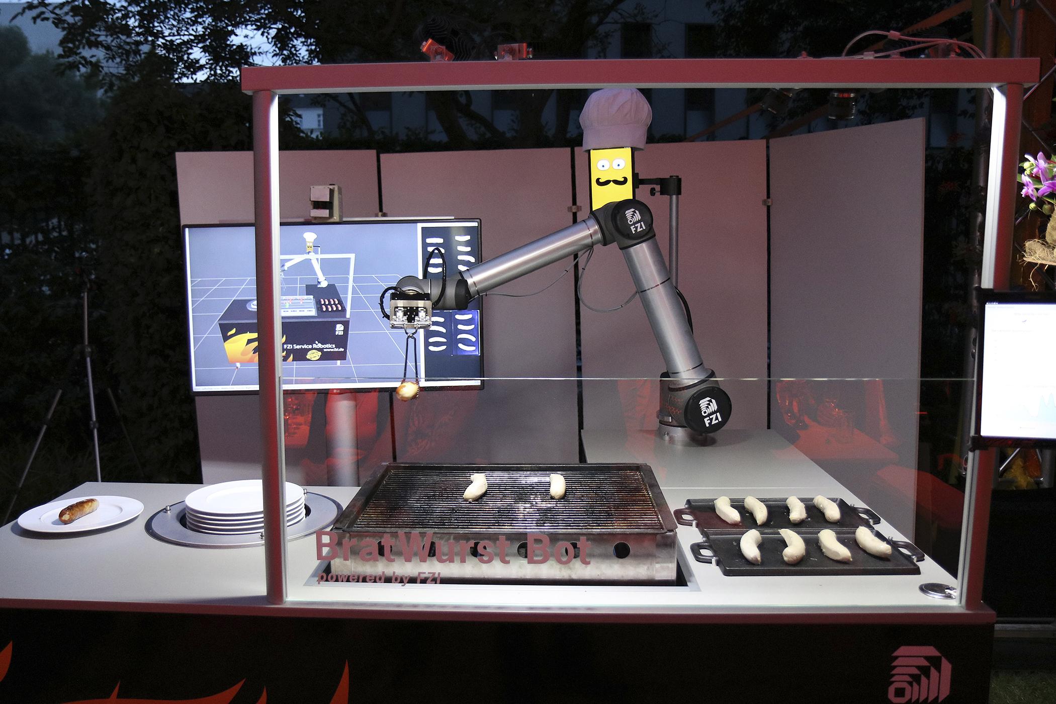 160810_GAL_Robots_Bratbot