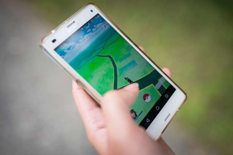 REICHENBACH, GERMANY - AUGUST 01: A woman plays the smartphone game Pokemon Go on August 01, 2016 in Reichenbach/OL, Germany. (Photo by Florian Gaertner/Photothek via Getty Images)