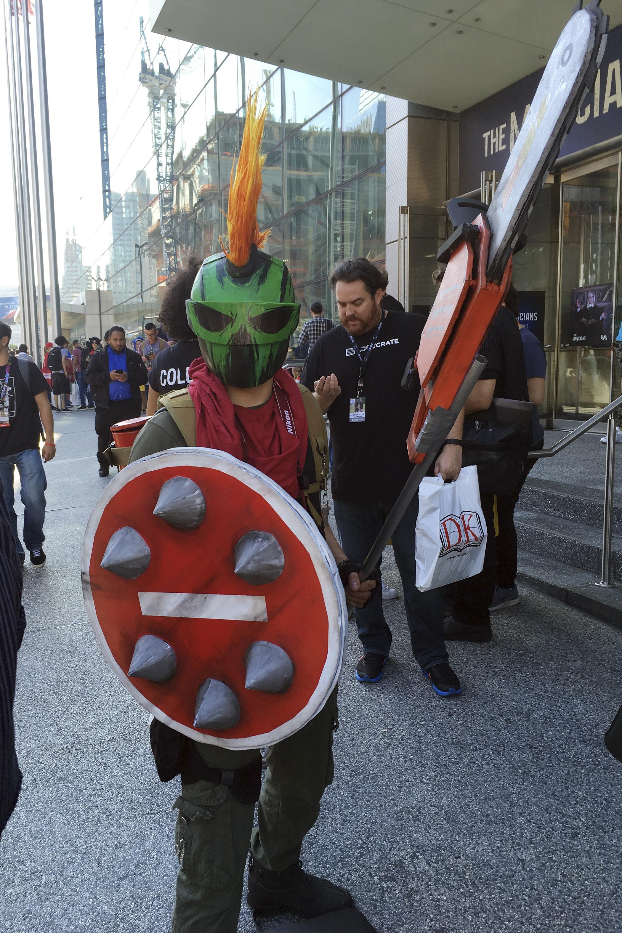 161007_GAL_ComicCon_Shield