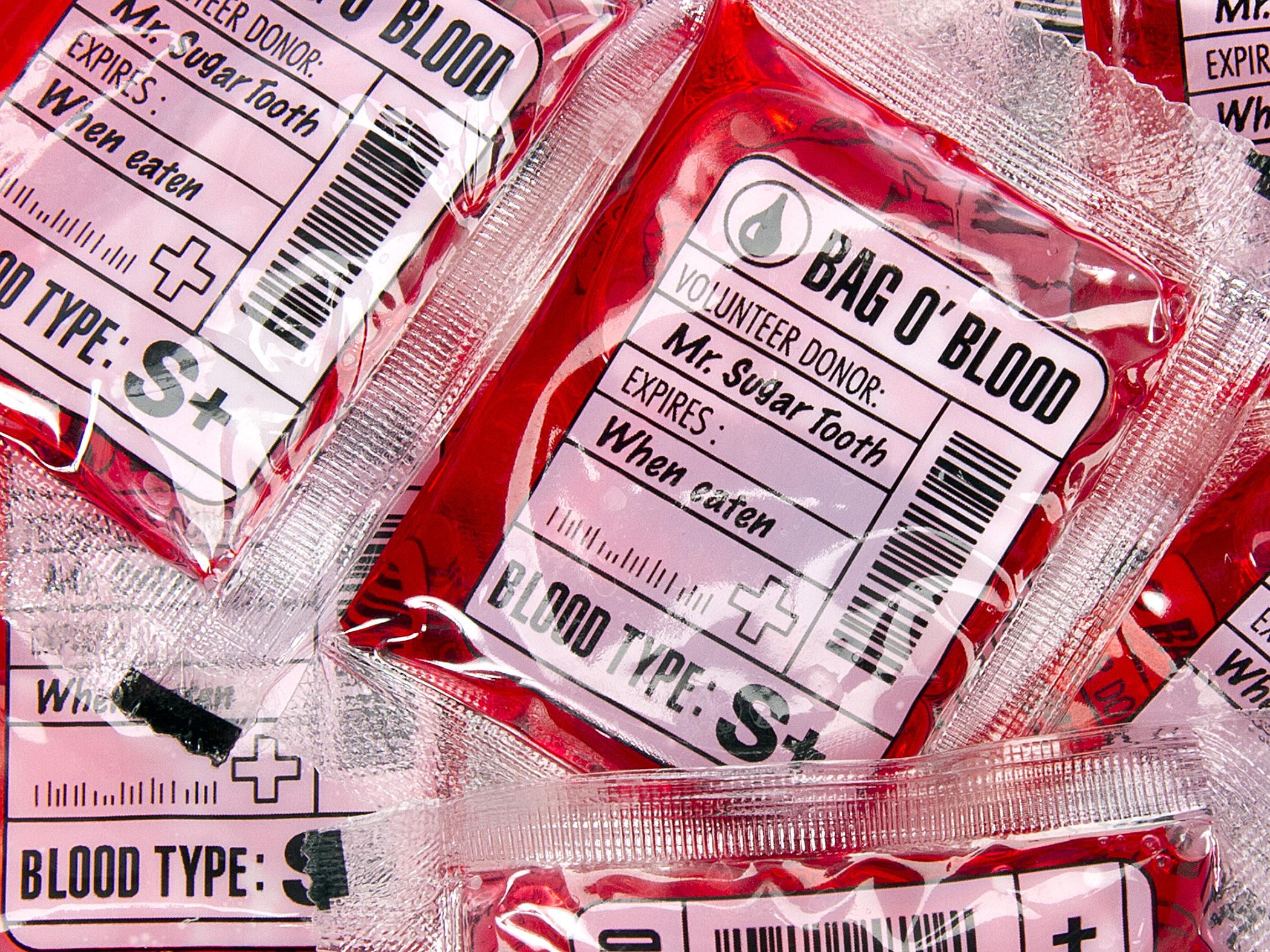 161012_GAL_HalloweenCandy_BloodBags