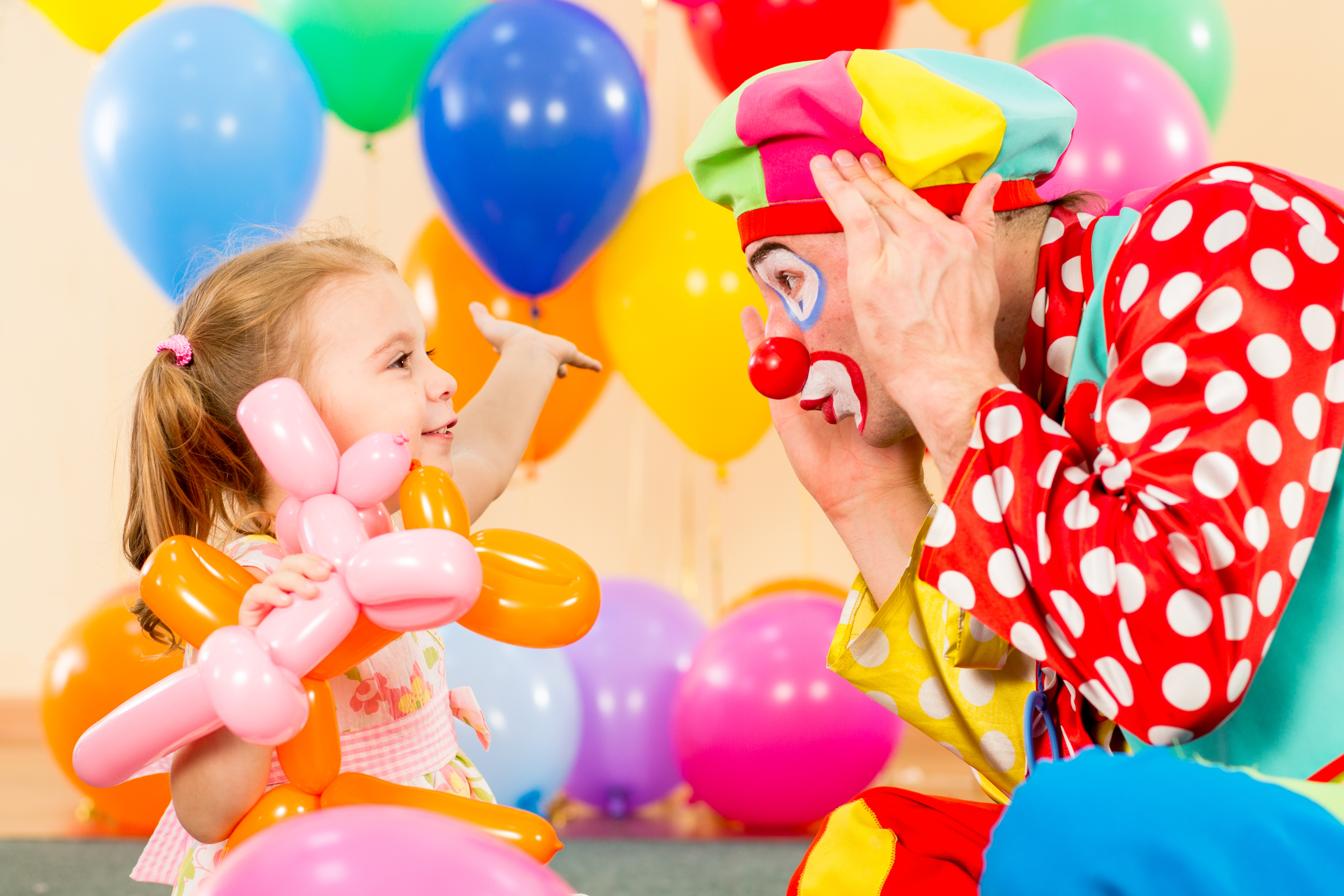 Clowns' average salary can vary a great deal.