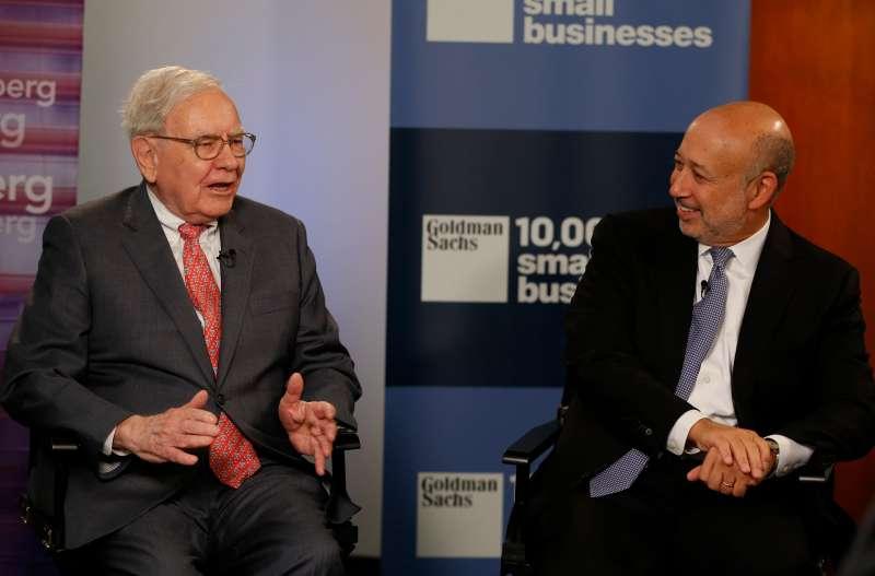 Warren Buffett, chief executive officer of Berkshire Hathaway Inc., left, and Lloyd Blankfein, chief executive officer of Goldman Sachs Group Inc.