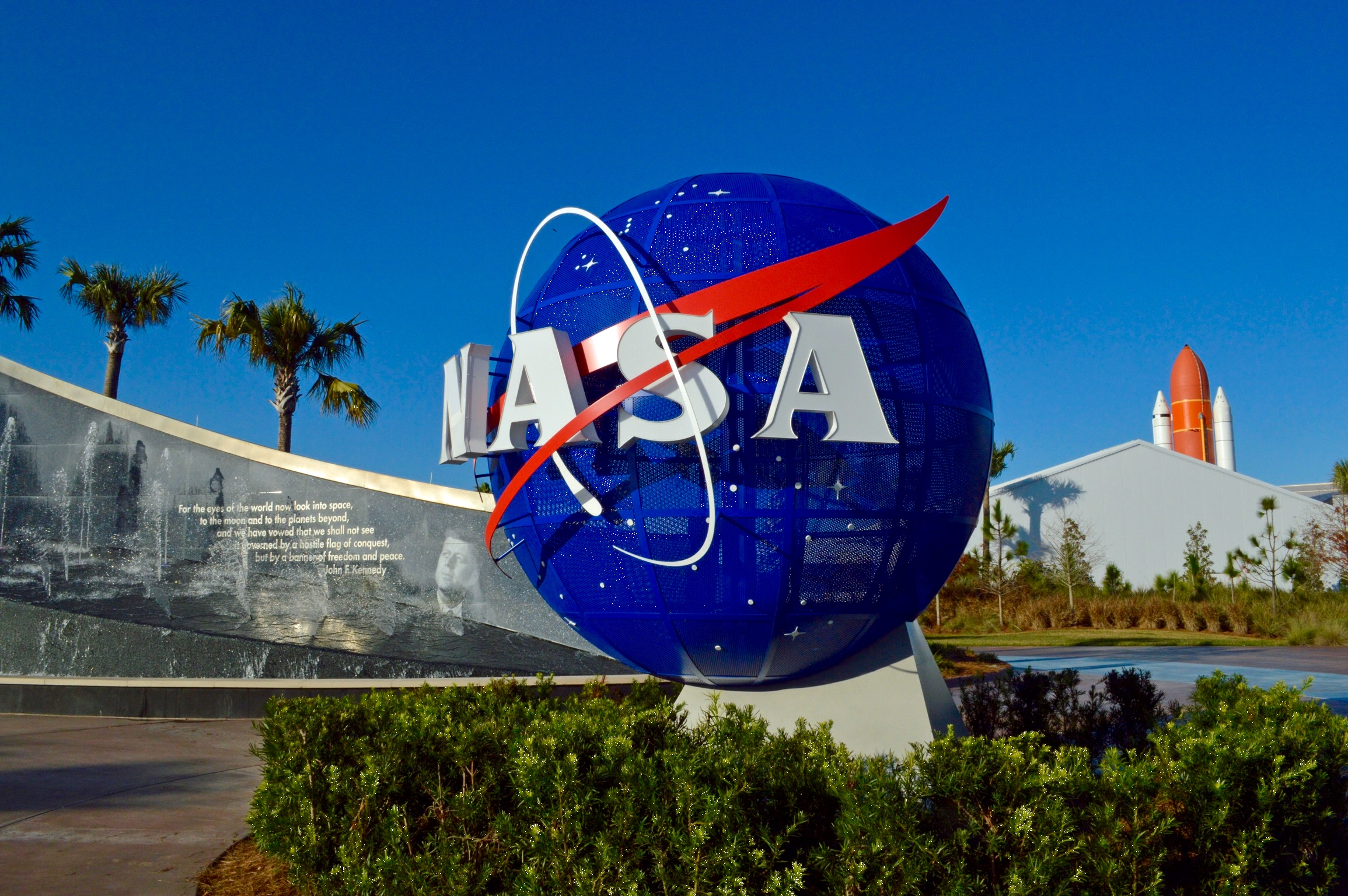 You Can Now Apply For a 6-Figure NASA Job Defending Earth From Alien Contamination