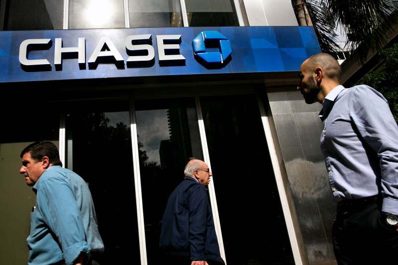 Pedestrians pass in front of a JPMorgan Chase & Co. bank branch in Miami, Florida, U.S., on on Thursday, Jan. 5, 2017.