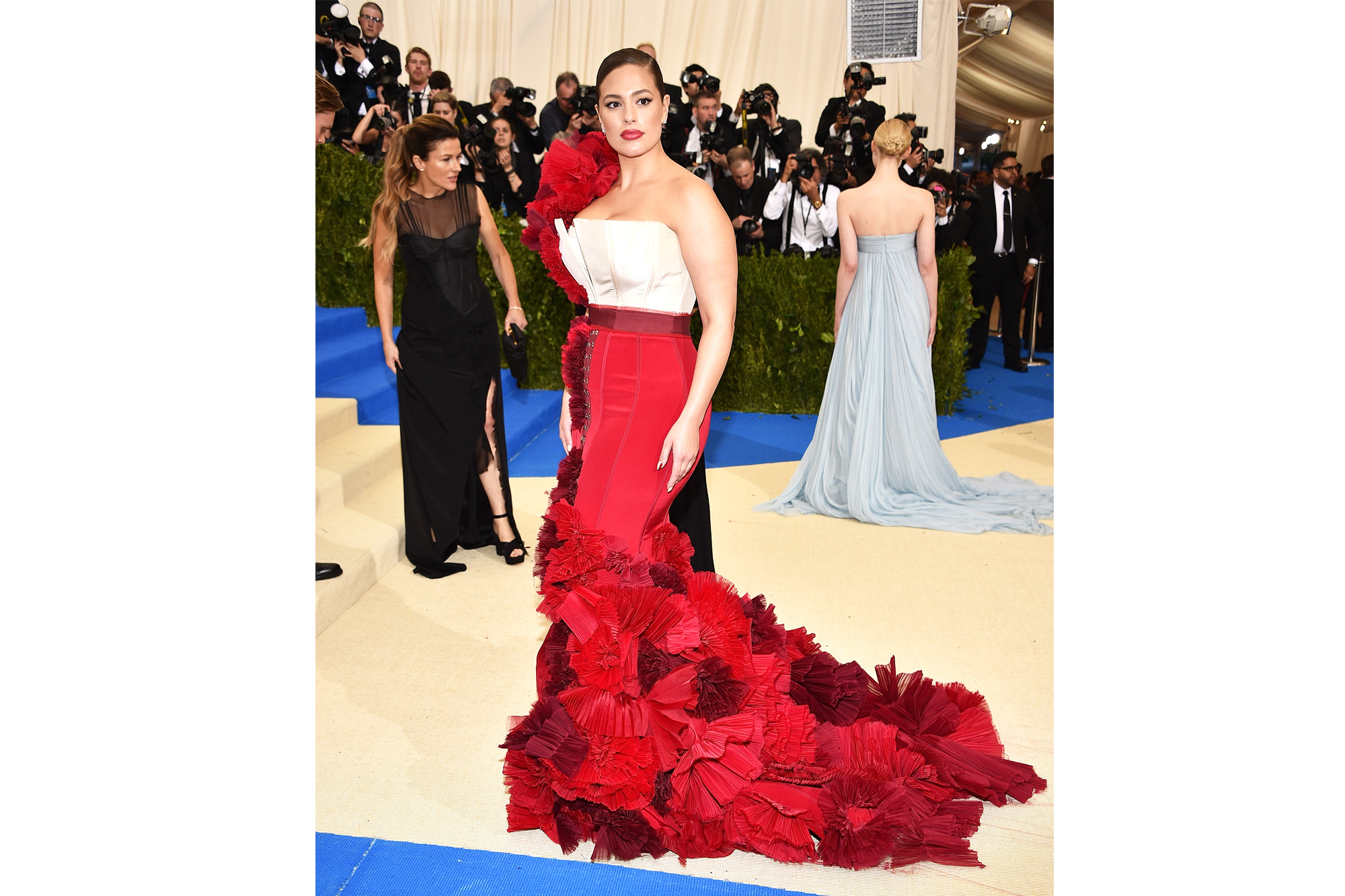 """NEW YORK, NY - MAY 01: Ashley Graham attends the """"Rei Kawakubo/Comme des Garcons: Art Of The In-Between"""" Costume Institute Gala at Metropolitan Museum of Art on May 1, 2017 in New York City. (Photo by Kevin Mazur/WireImage)"""
