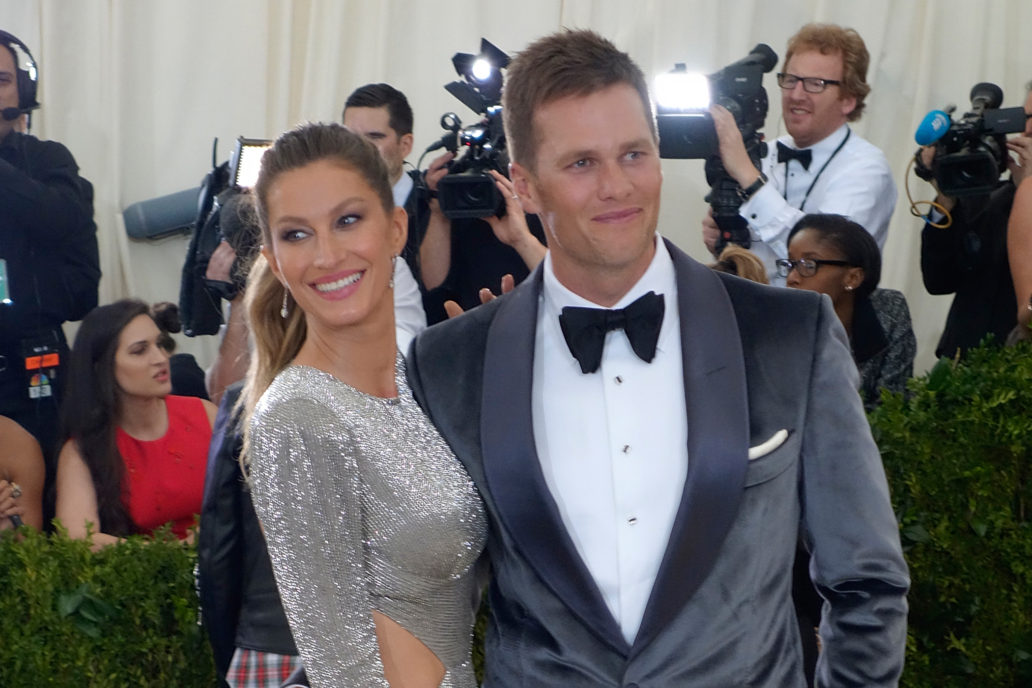 170706-richer-wives-tom-brady-gisele-bundchen