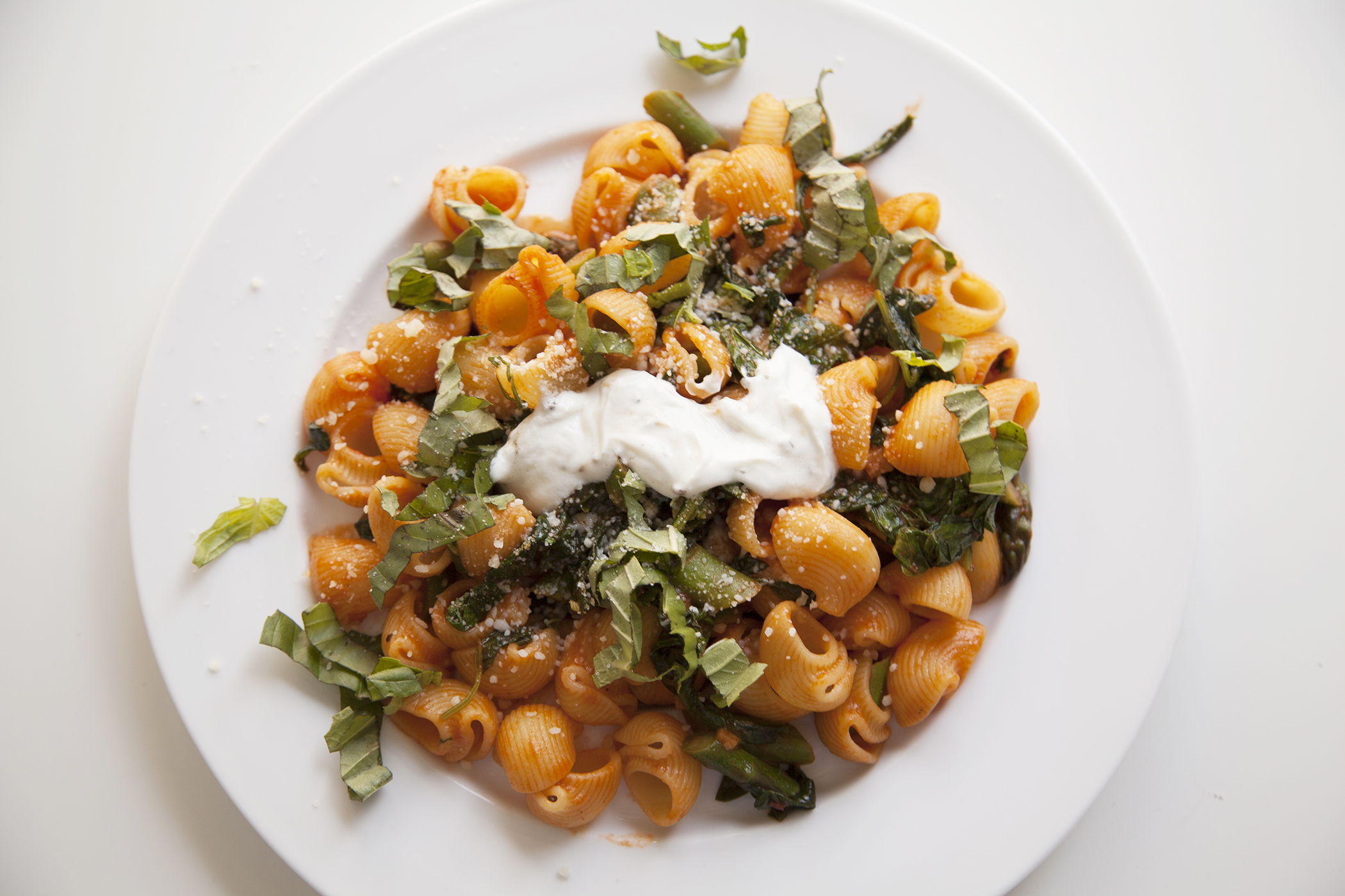 Blue Apron's Creamy Lumaca Rigata Pasta with asparagus and goat cheese.