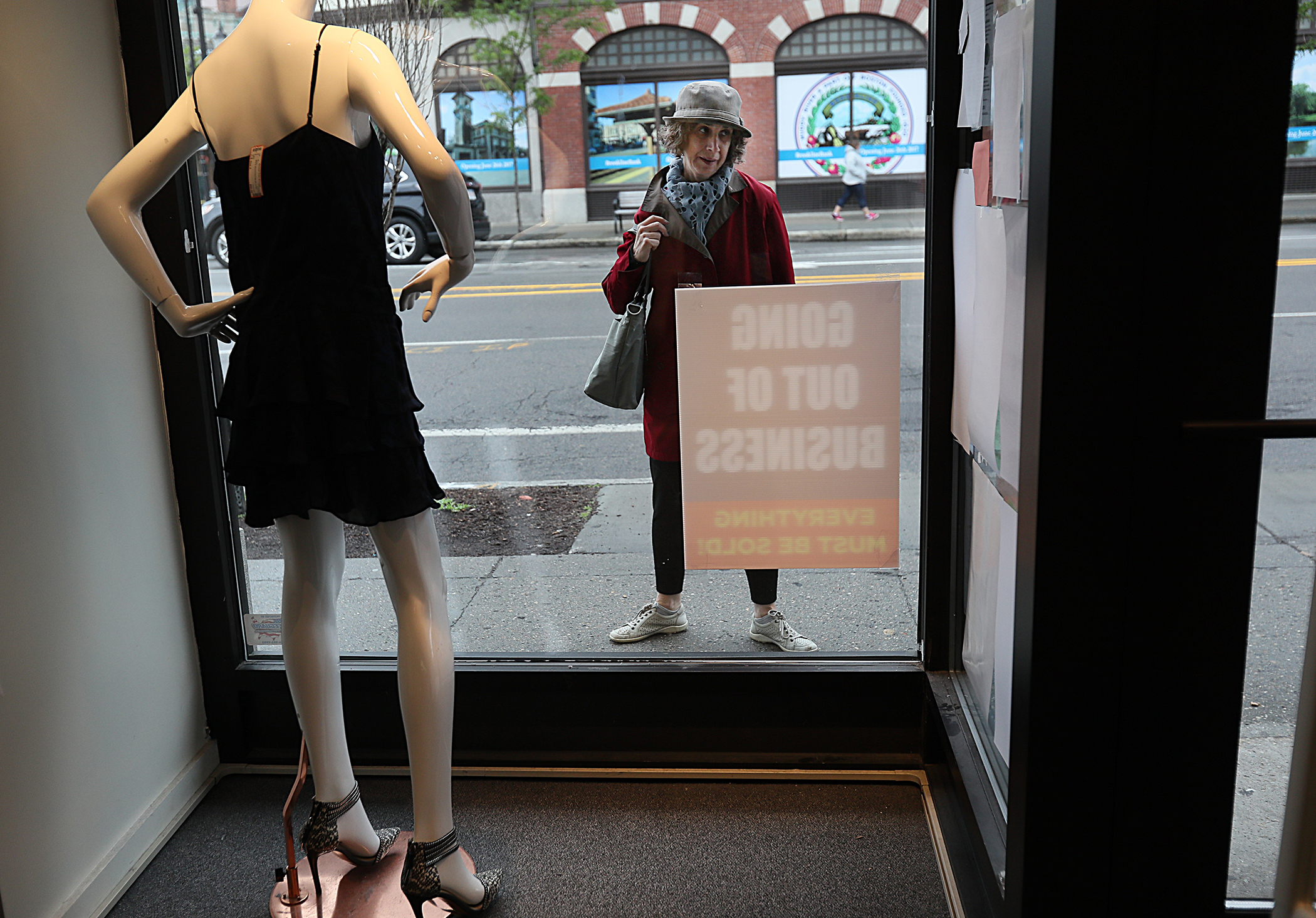 After a Luxury Consignment Shop Goes Bust, Sellers Say They Lost Thousands of Dollars