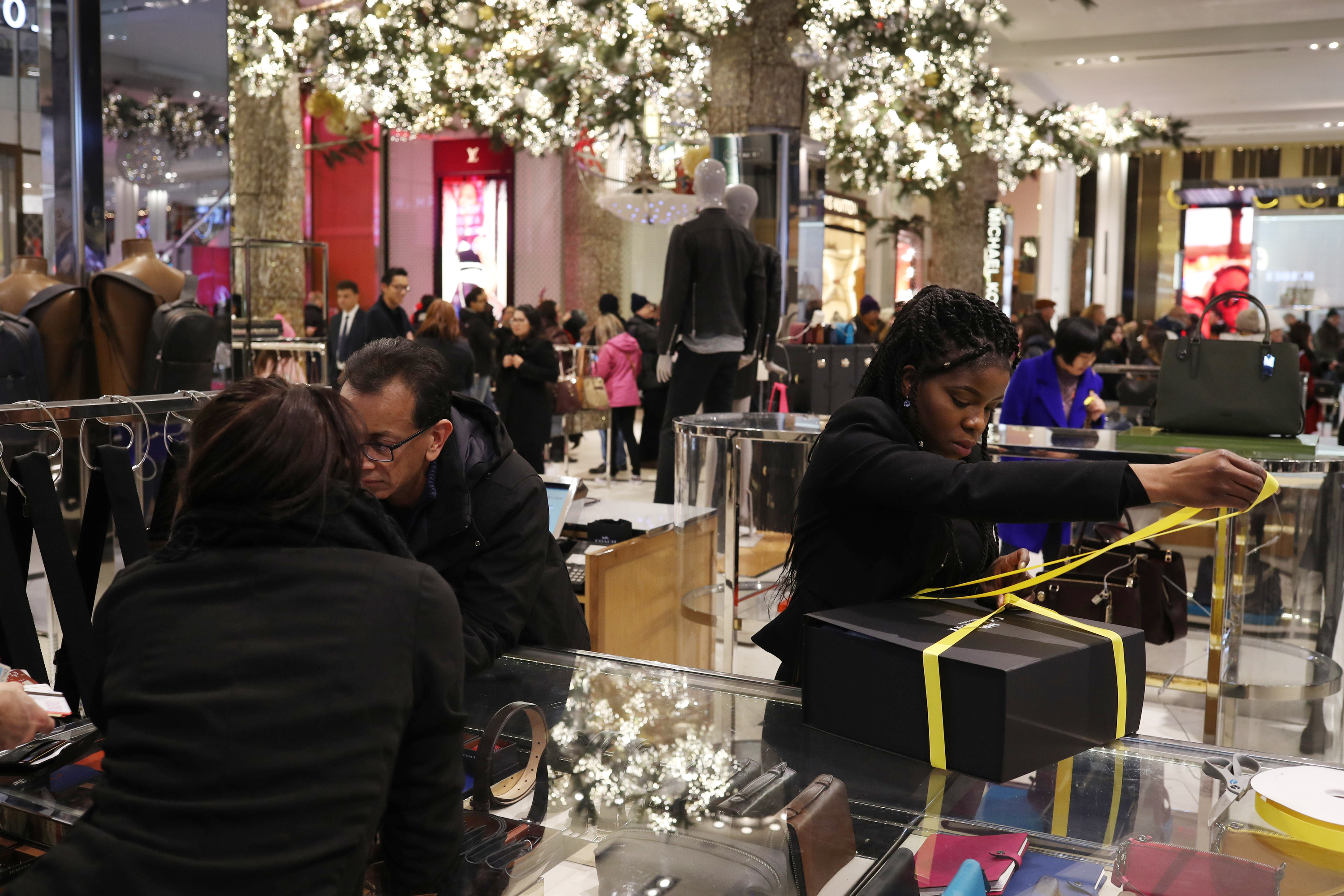 Holiday Shoppers Inside A [f500link]Macy's[/f500link] Inc. Store Ahead Of Christmas Weekend