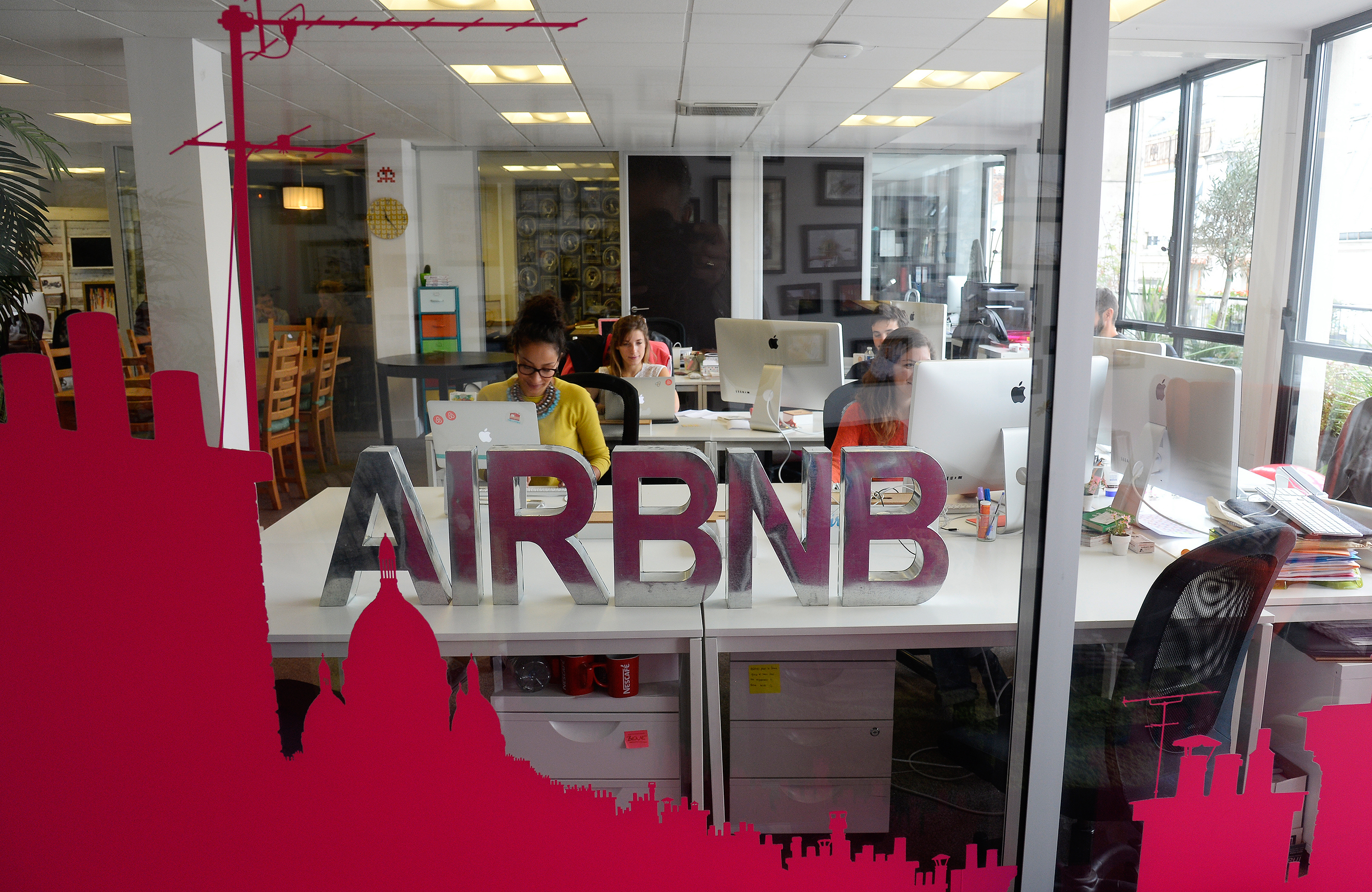 171009-employee-perks-airbnb
