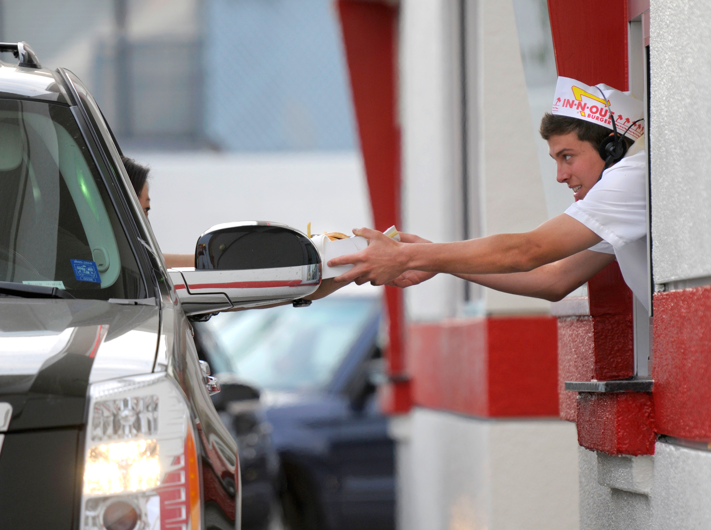 171009-employee-perks-in-n-out