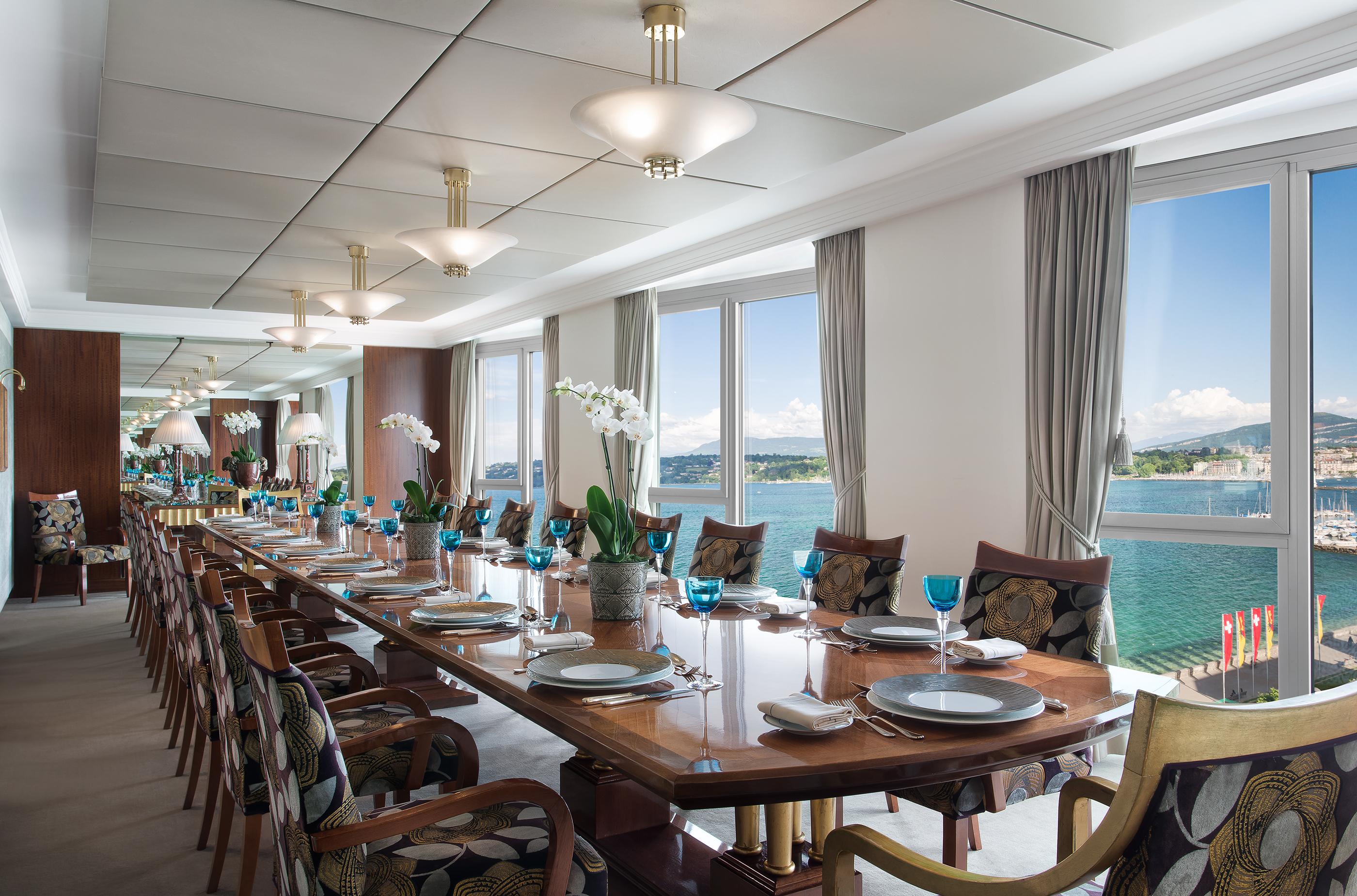 171102-lavish-hotel-rooms-hotel-president-wilson-royal-penthouse-suite-geneva