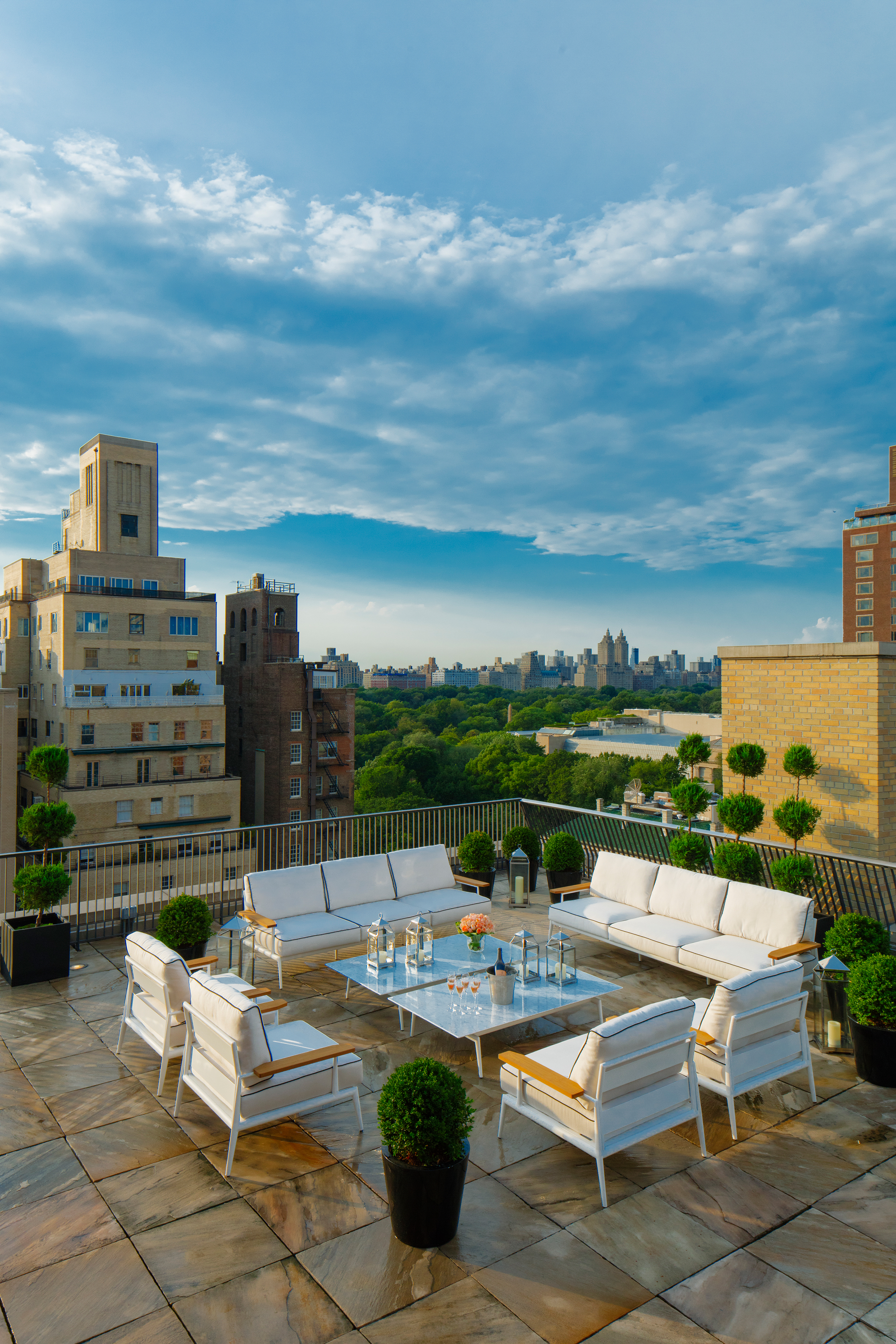 171102-lavish-hotel-rooms-the-mark-hotel-grand-penthouse-new-york-city