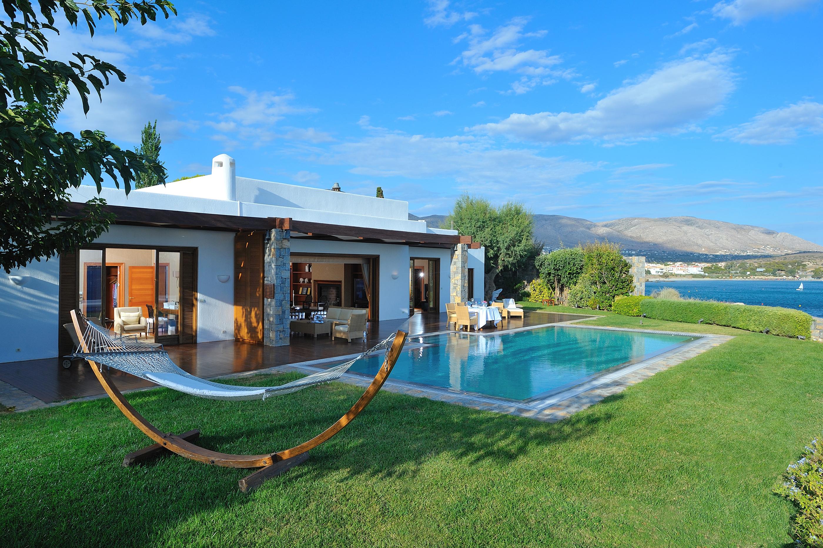 171102-lavish-hotel-rooms-the-royal-villa-grand-resort-lagonissi-athens