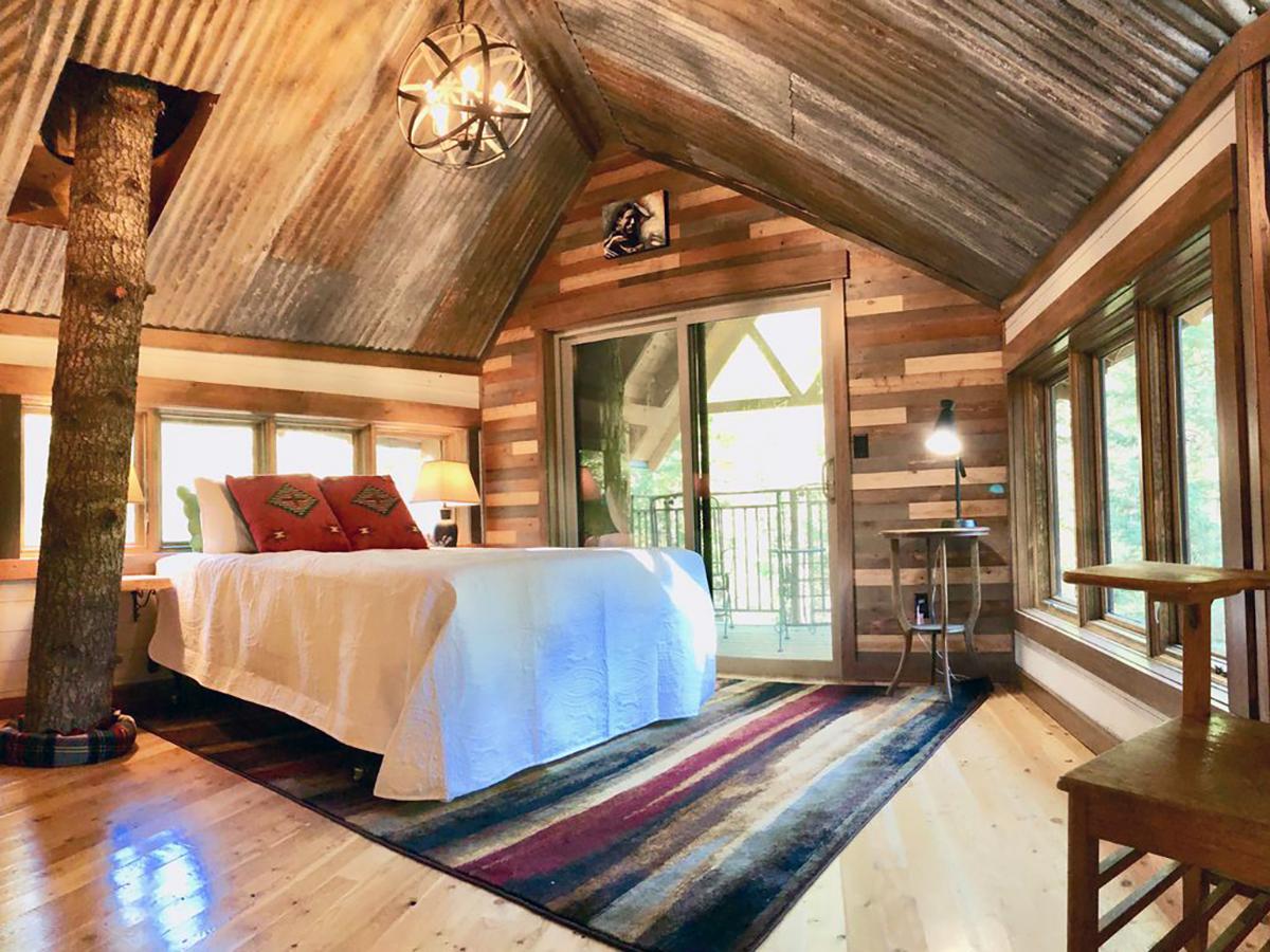 171110-treehouse-columbia-falls-interior