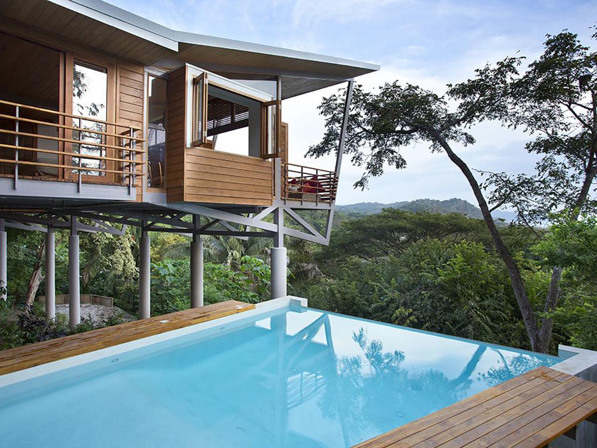 171110-treehouse-costa-rica-exterior