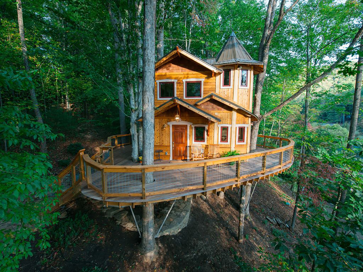 171110-treehouse-weaverville-exterior
