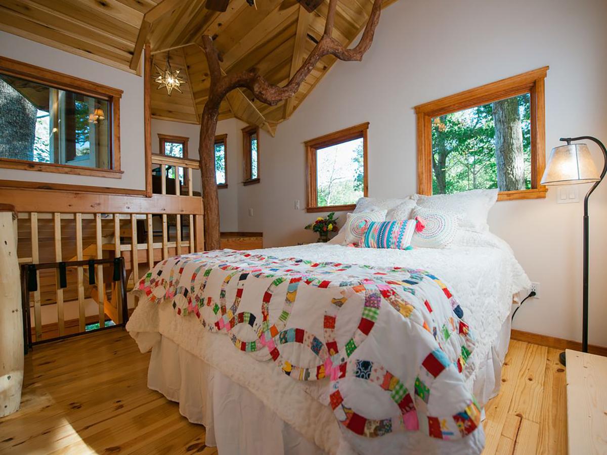 171110-treehouse-weaverville-interior