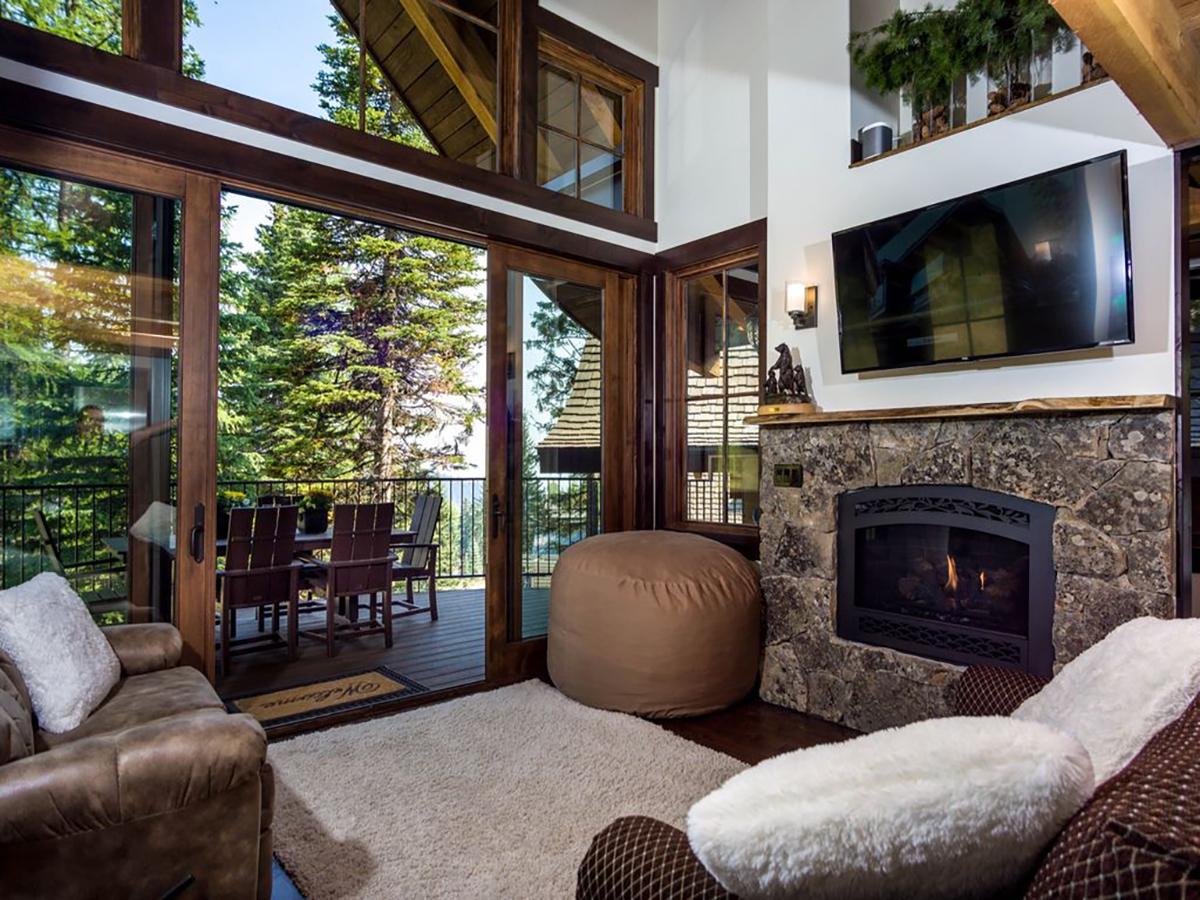 171110-treehouse-whitefish-interior