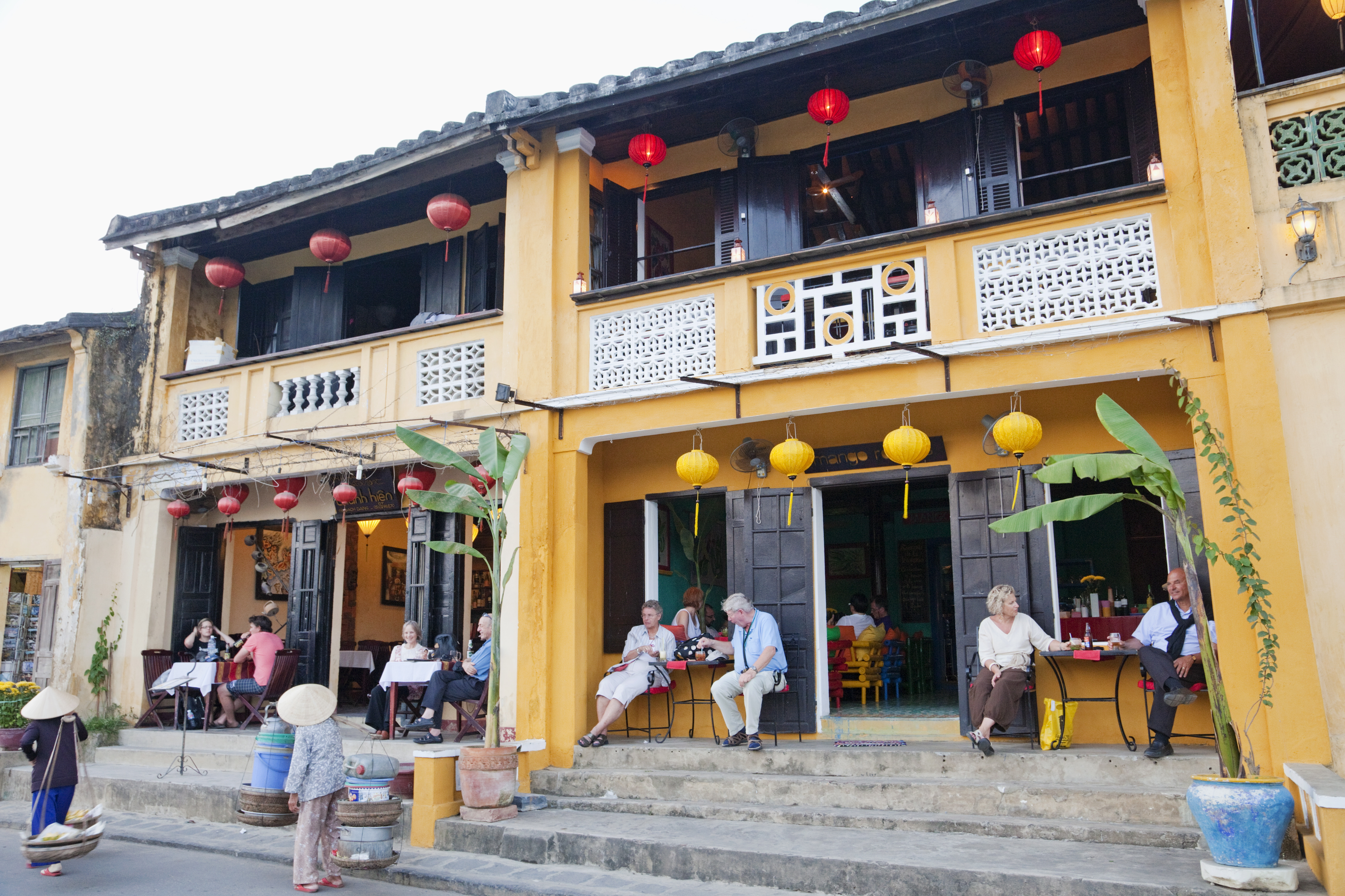 Waterfront cafes in the Old Town, Hoi An, Vietnam, Indochina, Southeast Asia, Asia