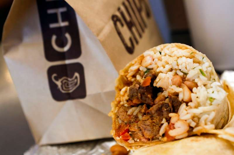Chipotle will give away free food to veterans and members of the military with ID prior to Veterans Day.