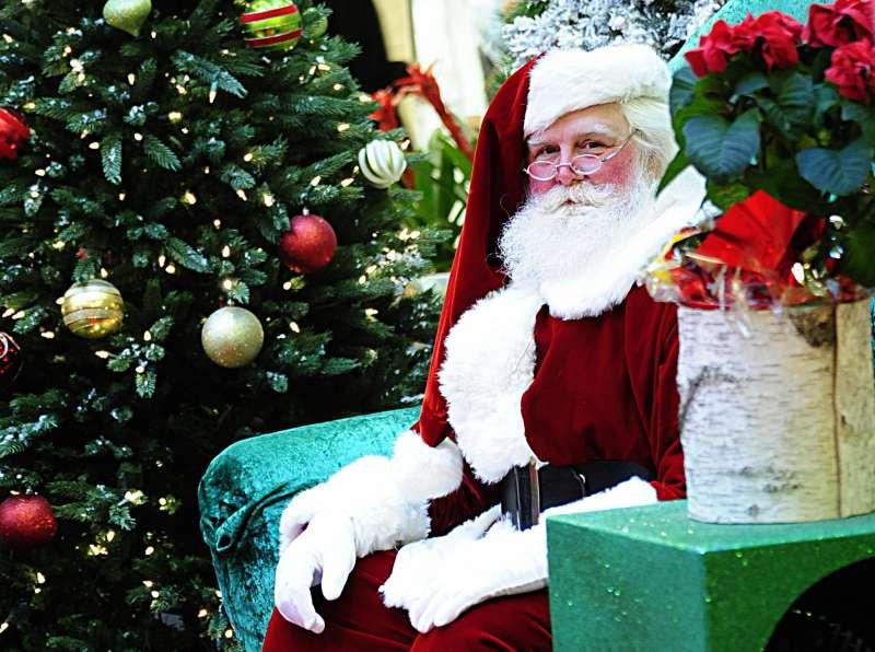 Santa Claus waits to greet children on December 20, 2008 at the Tysons Corner mall in Tysons Corner, Virginia.
