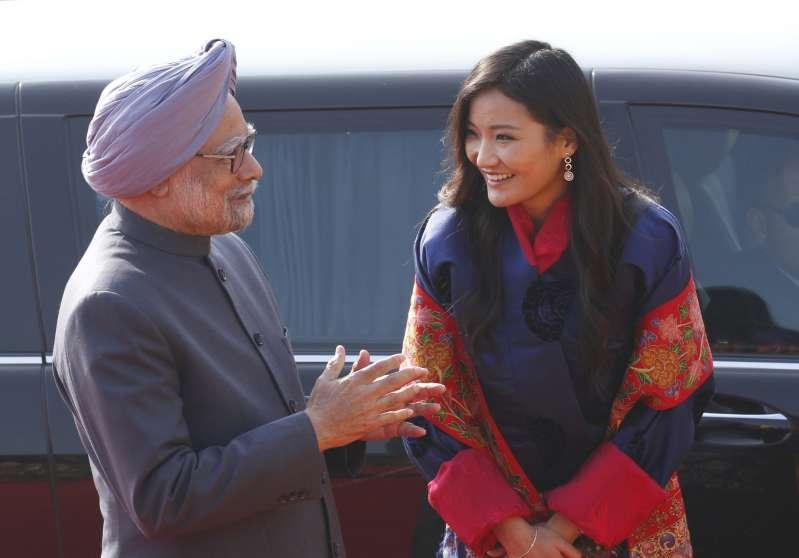 Prime Minister Manmohan Singh (L) Bhutan's Queen Jetsun Pema, during the ceremonial reception of Bhutan King at Rashtrapati Bhawan in 2013.