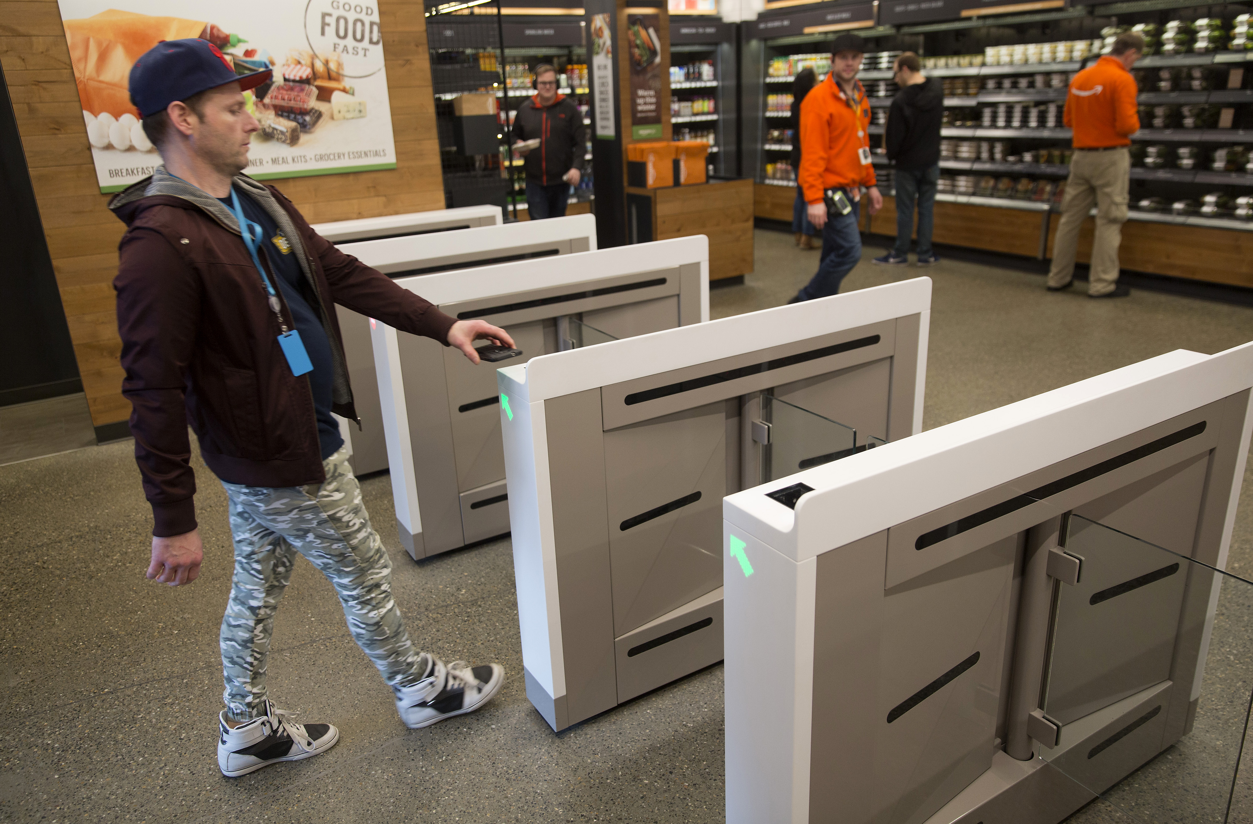 See Inside Amazon's Crazy New Store That Has No Cashiers