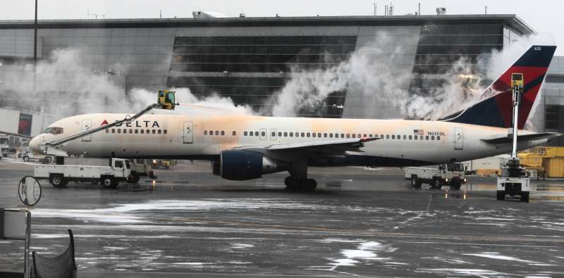 BOSTON - JANUARY 26: A Delta Airlines plane is getting de-iced before flight Monday afternoon before the airport halts flights in anticipation of a severe winter storm. (Photo by Jim Wilson/The Boston Globe via Getty Images)