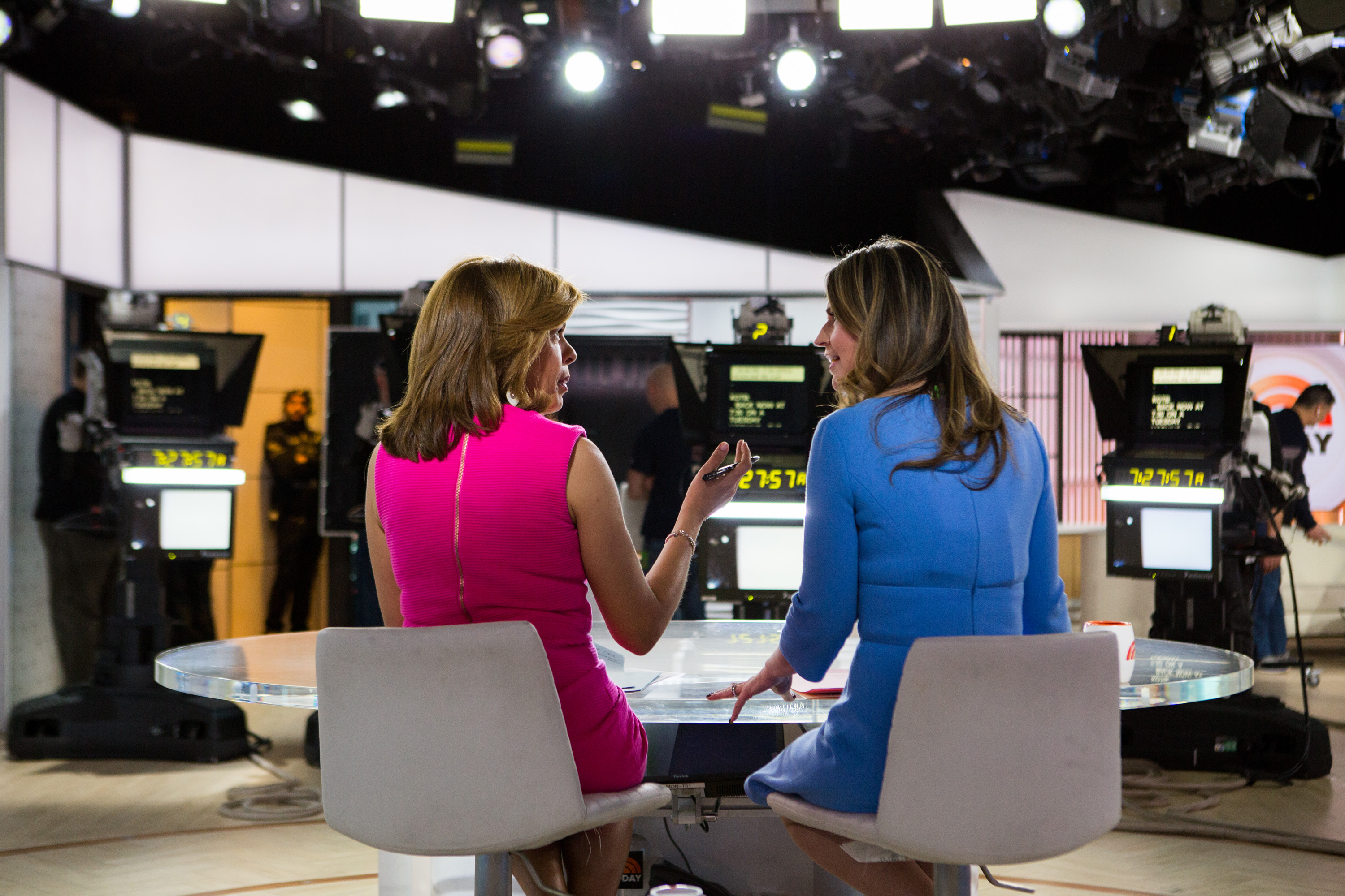 Today Hosts Hoda Kotb Savanna Guthrie Reveal Salaries Money