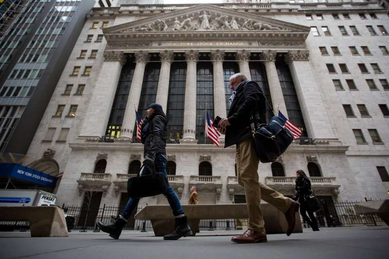 Pedestrians pass in front of the New York Stock Exchange (NYSE) in New York, on Feb. 6, 2018. U.S. equity indexes climbed higher after a rocky start, and the benchmark gauge for U.S. share volatility reversed course after hitting a two-year high.