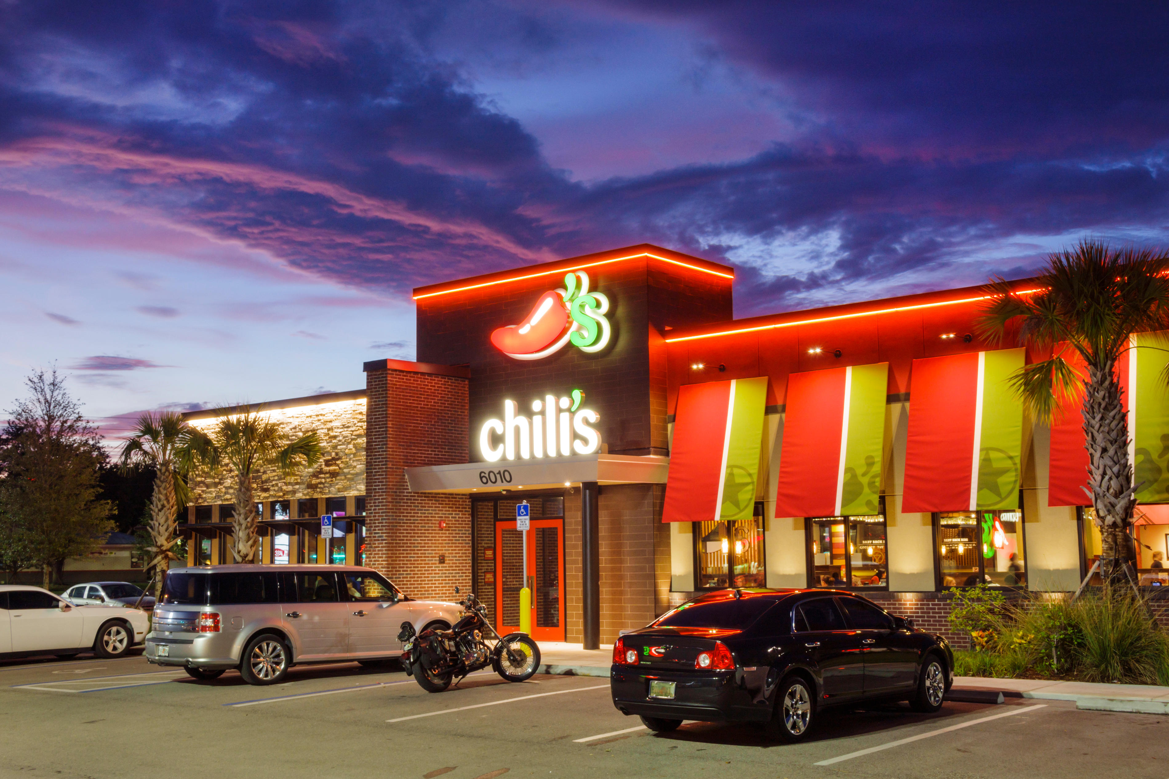 Florida Ellenton Chili's restaurant chain franchise business casual dining building exterior lit sign logo branding parking car dusk neon night
