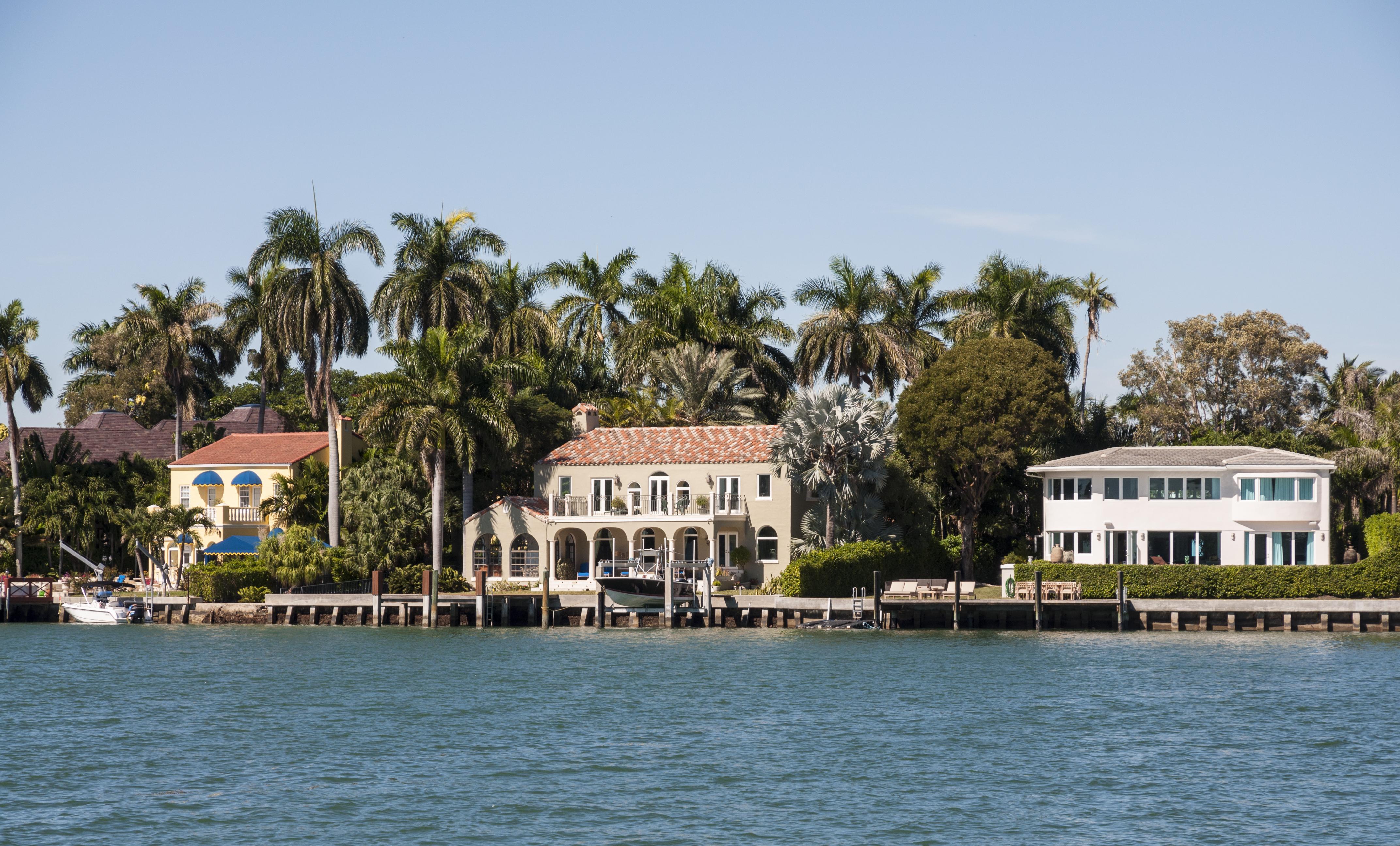 Luxury waterfront villas in Miami