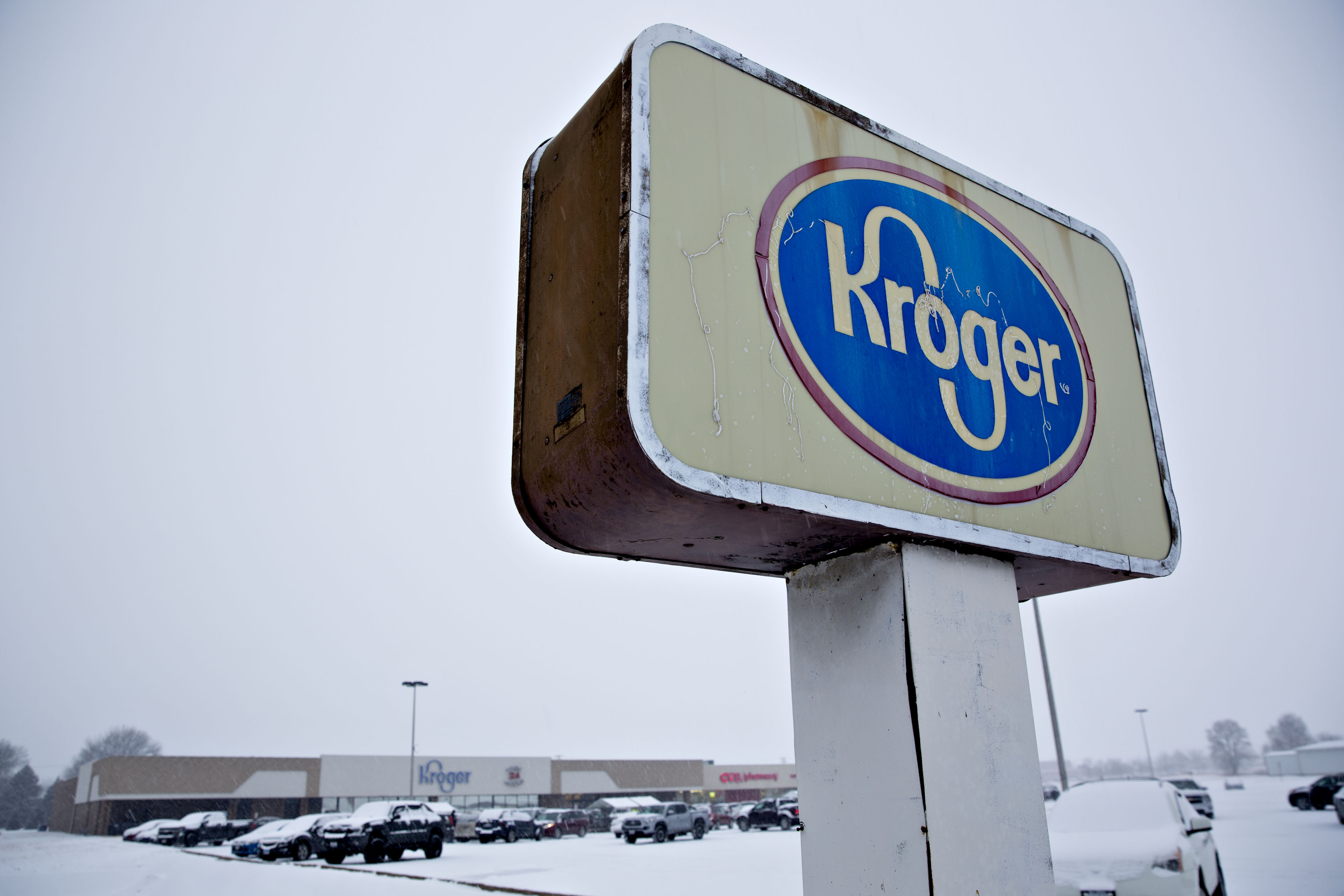 Kroger Co. signage stands outside the company's supermarket in Sterling, Illinois, U.S., on Monday, Feb. 5, 2018. Kroger will sell its convenience-store business to EG Group for $2.15 billion, giving a British retailer an entry into the U.S. with stores such as Tom Thumb, Loaf 'N Jug and Kwik Shop. Photographer: Daniel Acker/Bloomberg via Getty Images