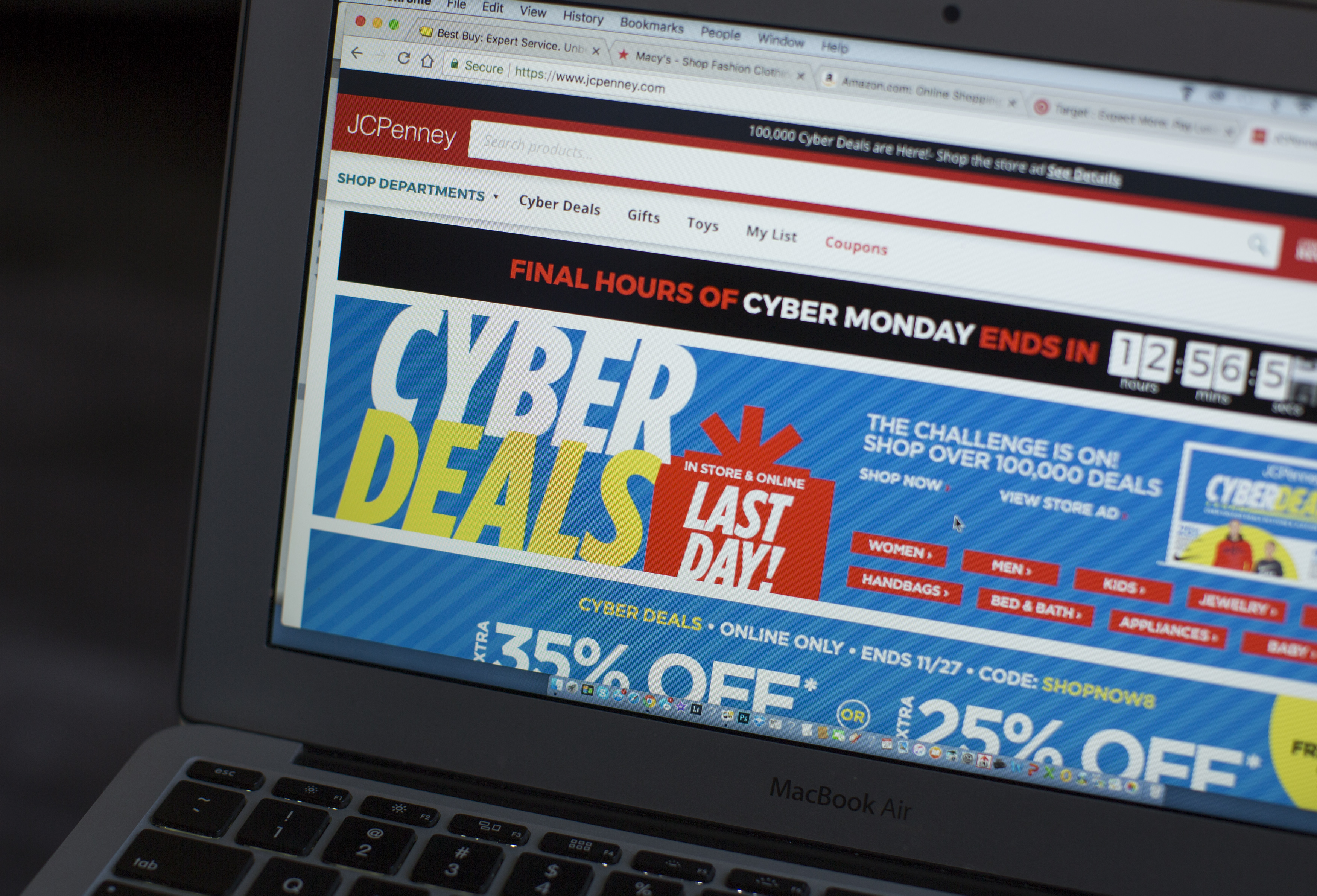 Americans expect to spend $6.6 billion on Cyber Monday deals