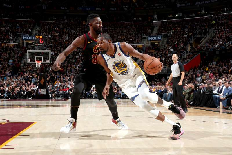 Kevin Durant #35 of the Golden State Warriors drives to the basket against the Cleveland Cavaliers in Game 3 of the 2018 NBA Finals.