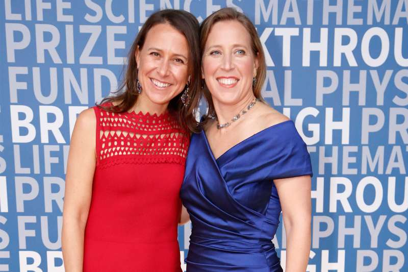 Breakthrough Prize Co-founder Anne Wojcicki (L) and CEO of You Tube Susan Wojcicki attend the 2017 Breakthrough Prize at NASA Ames Research Center on December 4, 2016 in Mountain View, California.
